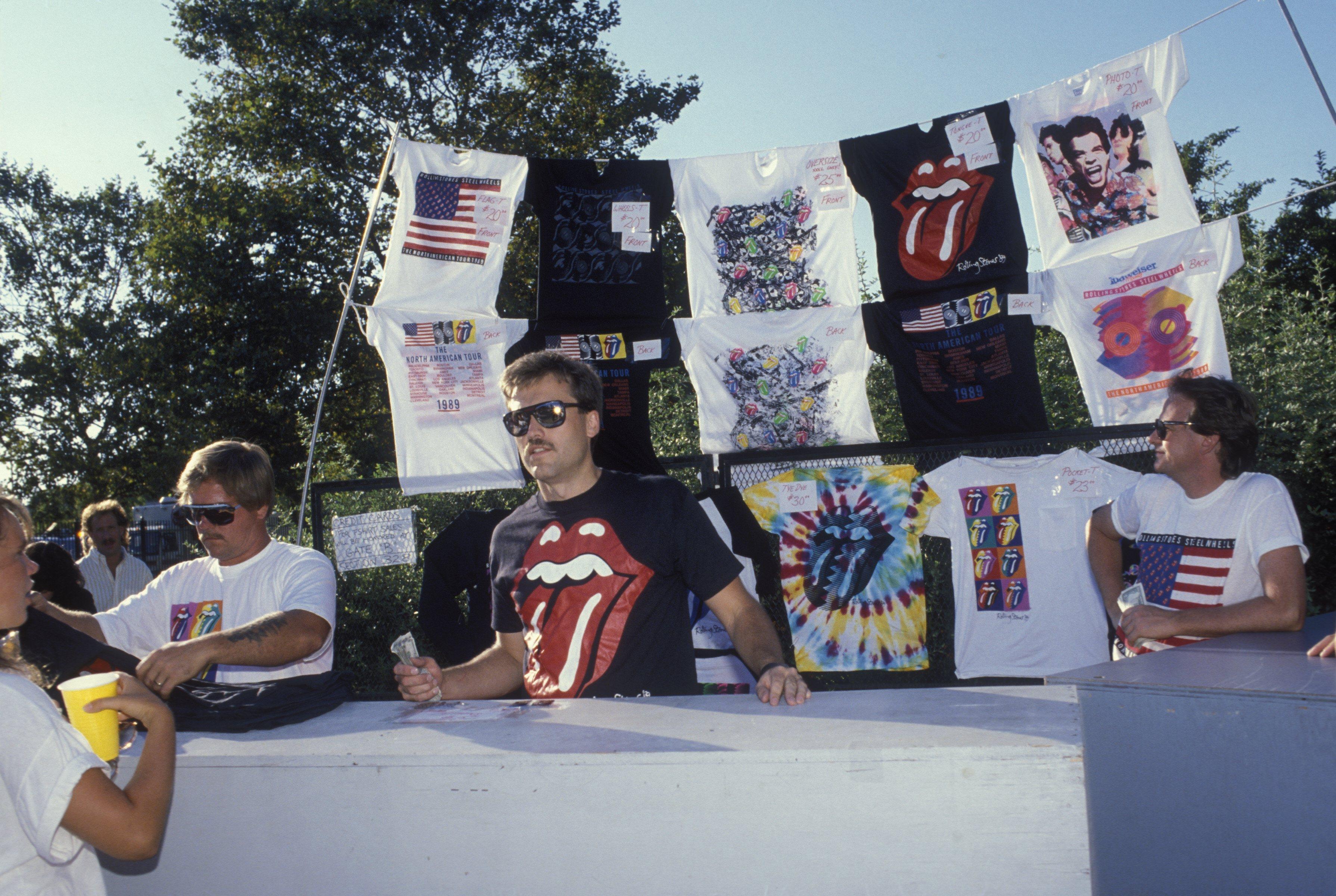 Concert t-shirt vendors