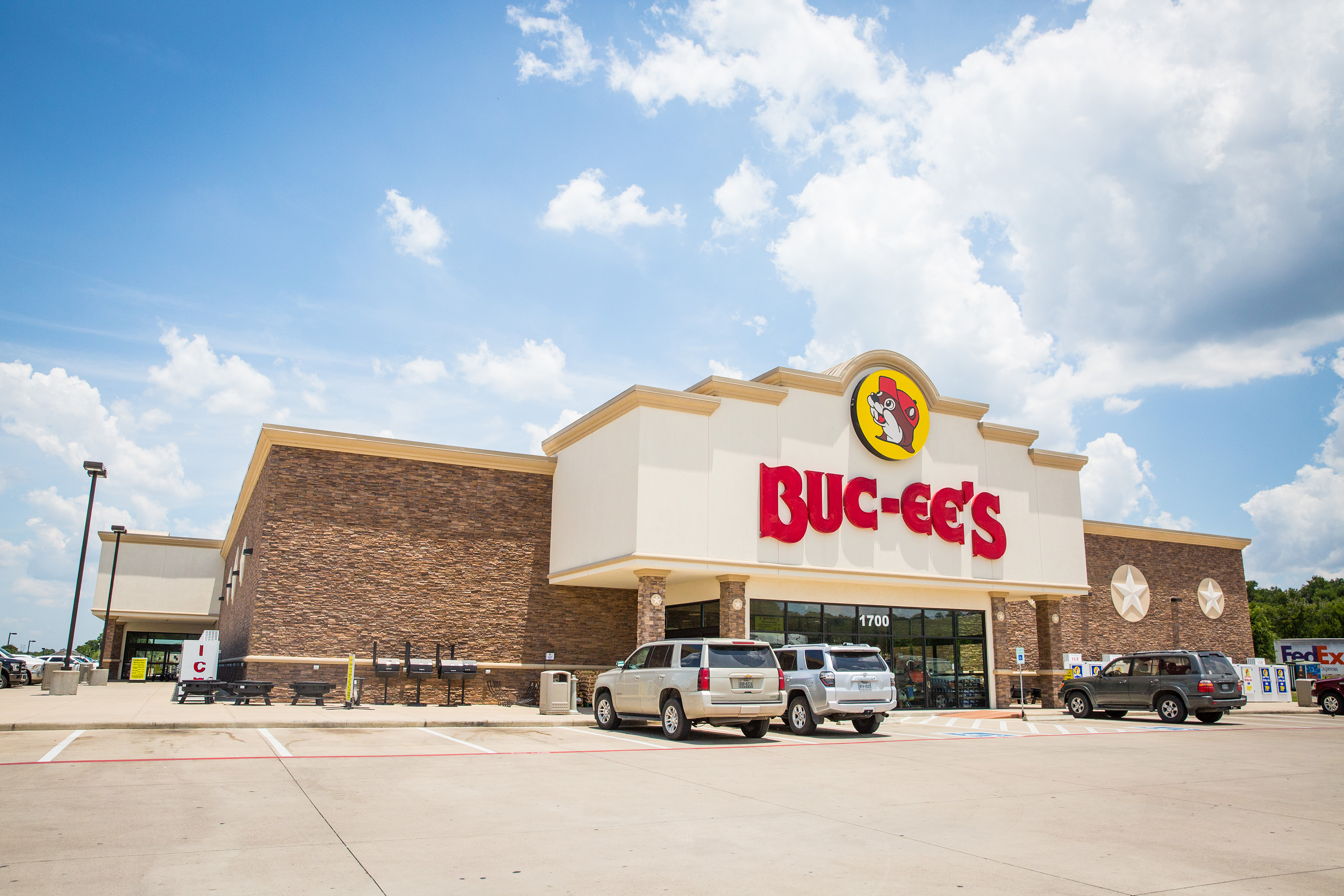 The exterior of Buc-ee's.