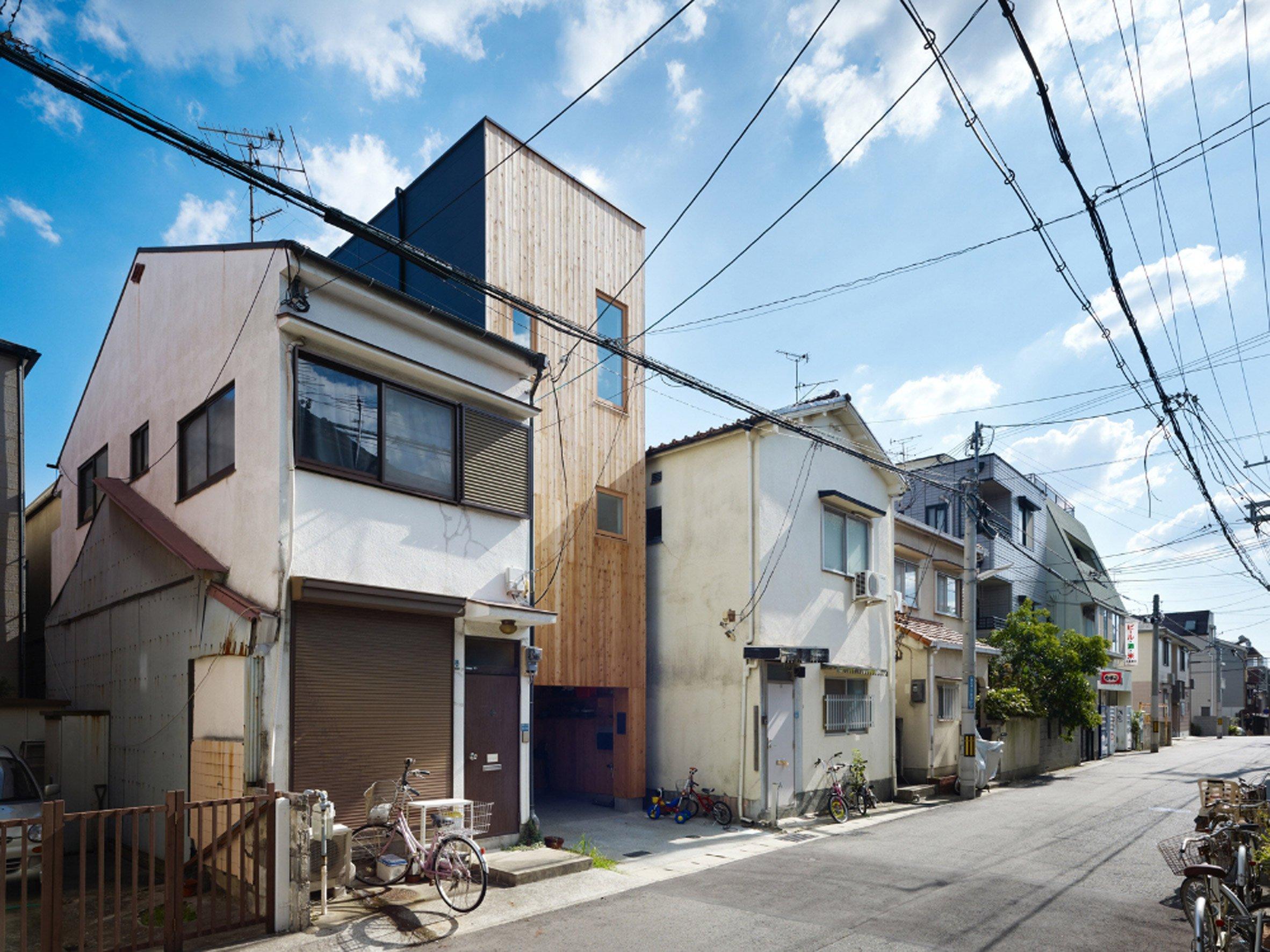 Japanese skinny house reaches skyward