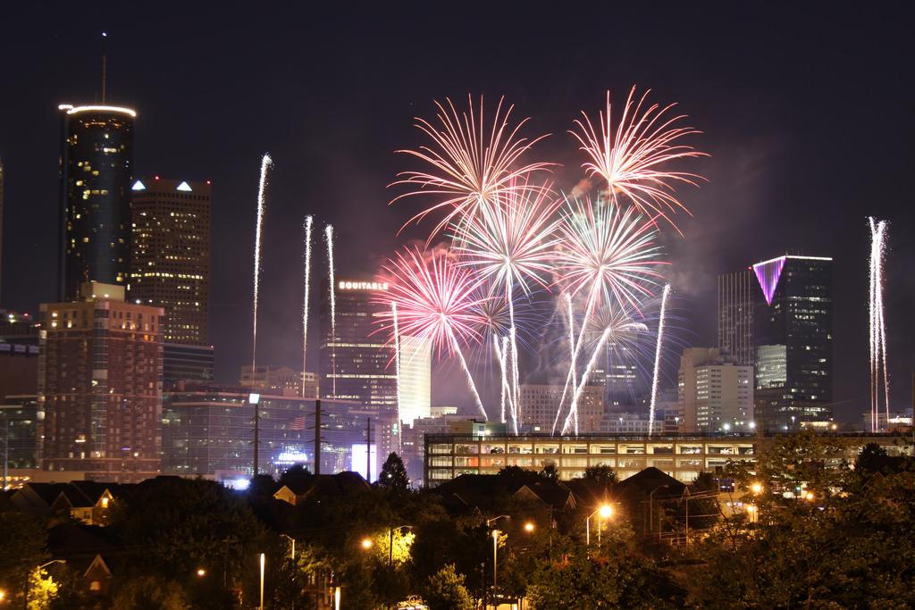 Centennial Olympic Park's show is the last fireworks bonanza left in Atlanta.