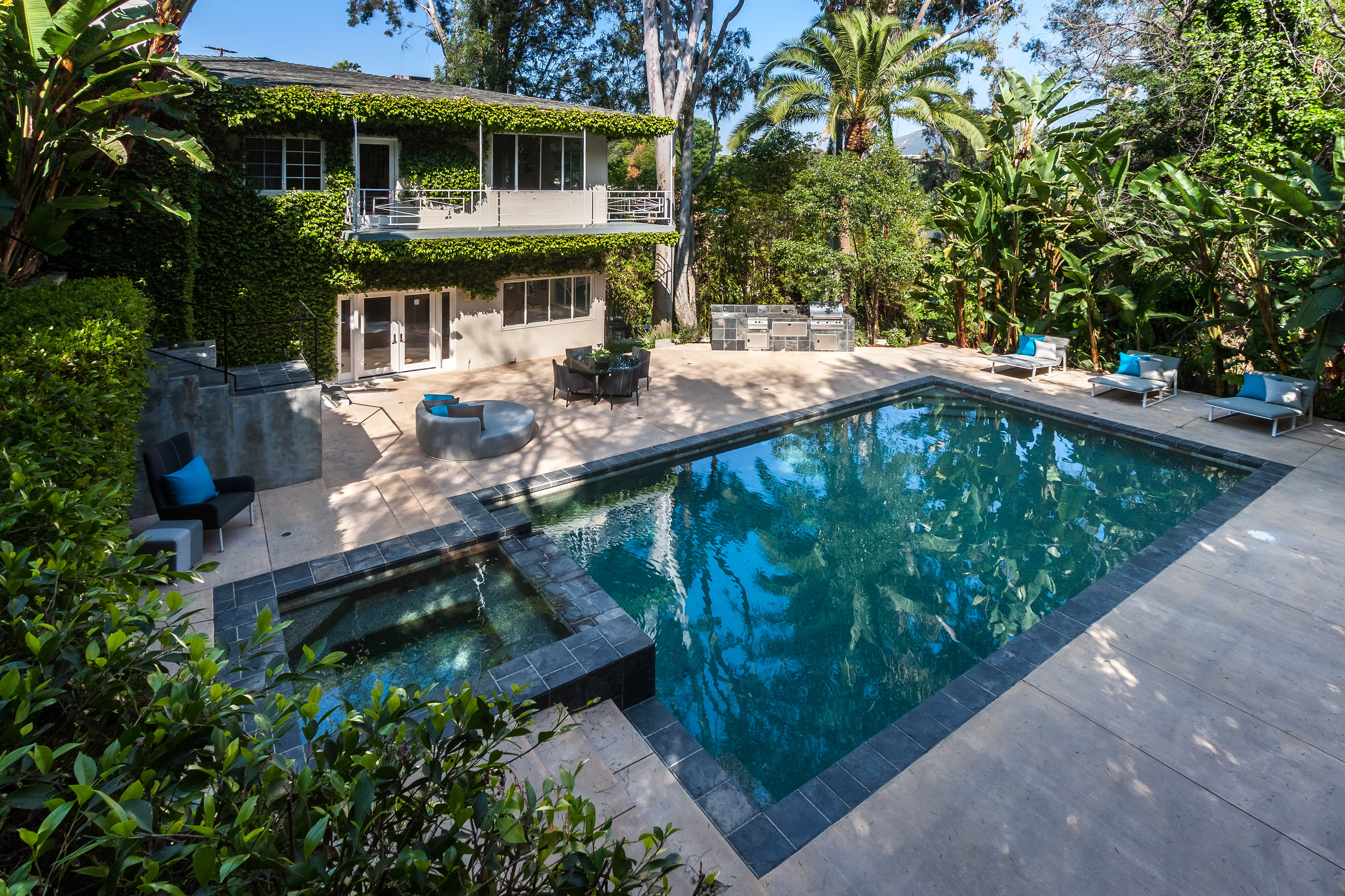 A photo of the lush backyard of the house Jared Leto just sold.