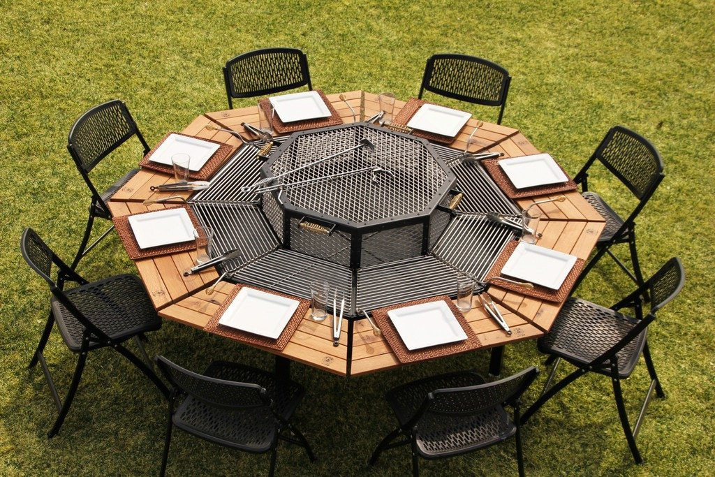 This transforming outdoor table lets 8 people grill at once