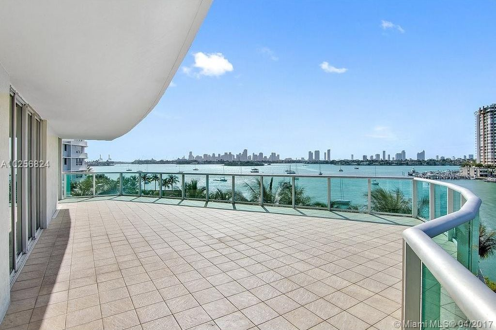 A residence for rent at Flamingo South Beach overlooking Biscayne Bay