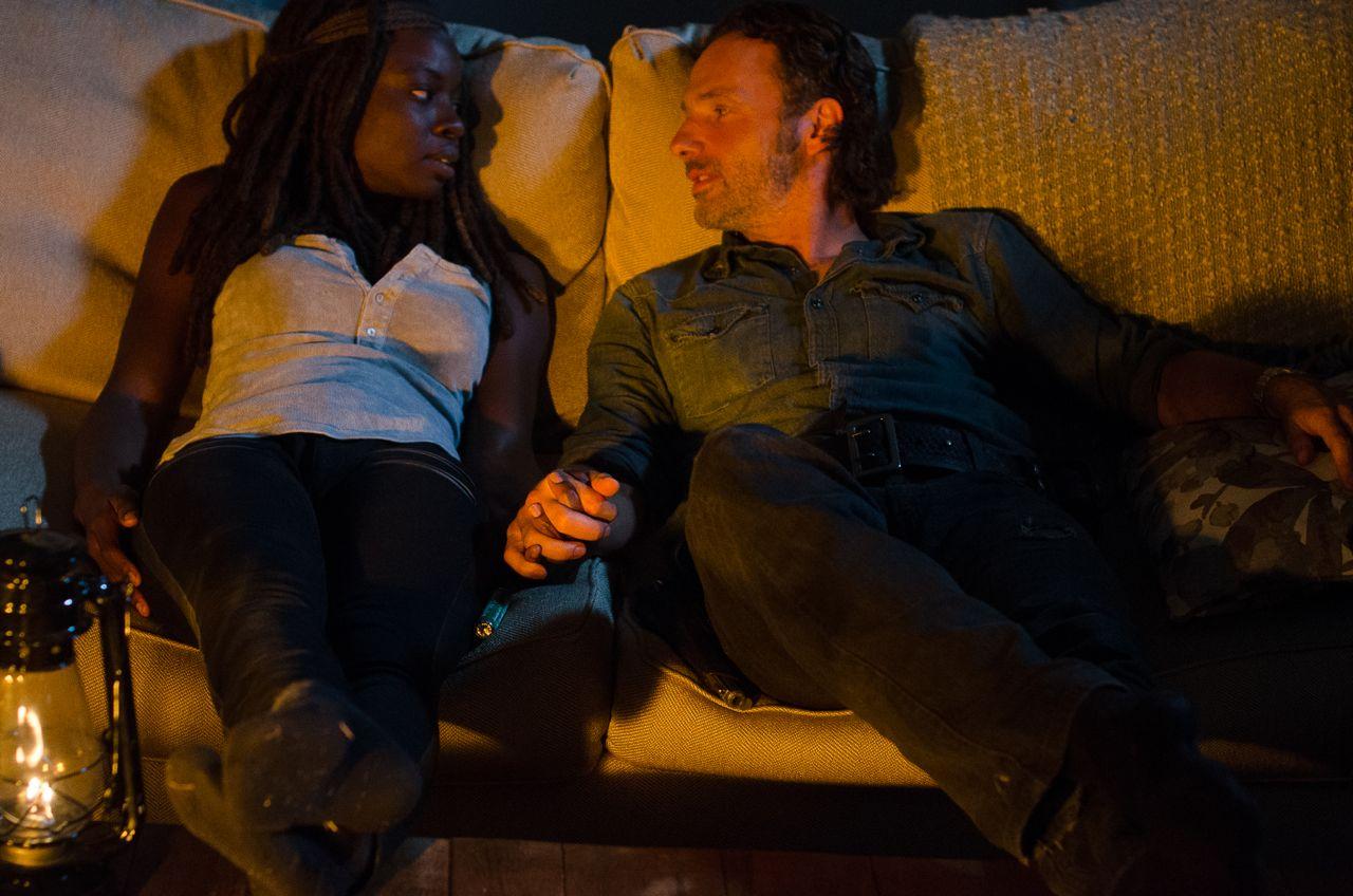 Rick and Michonne kiss.