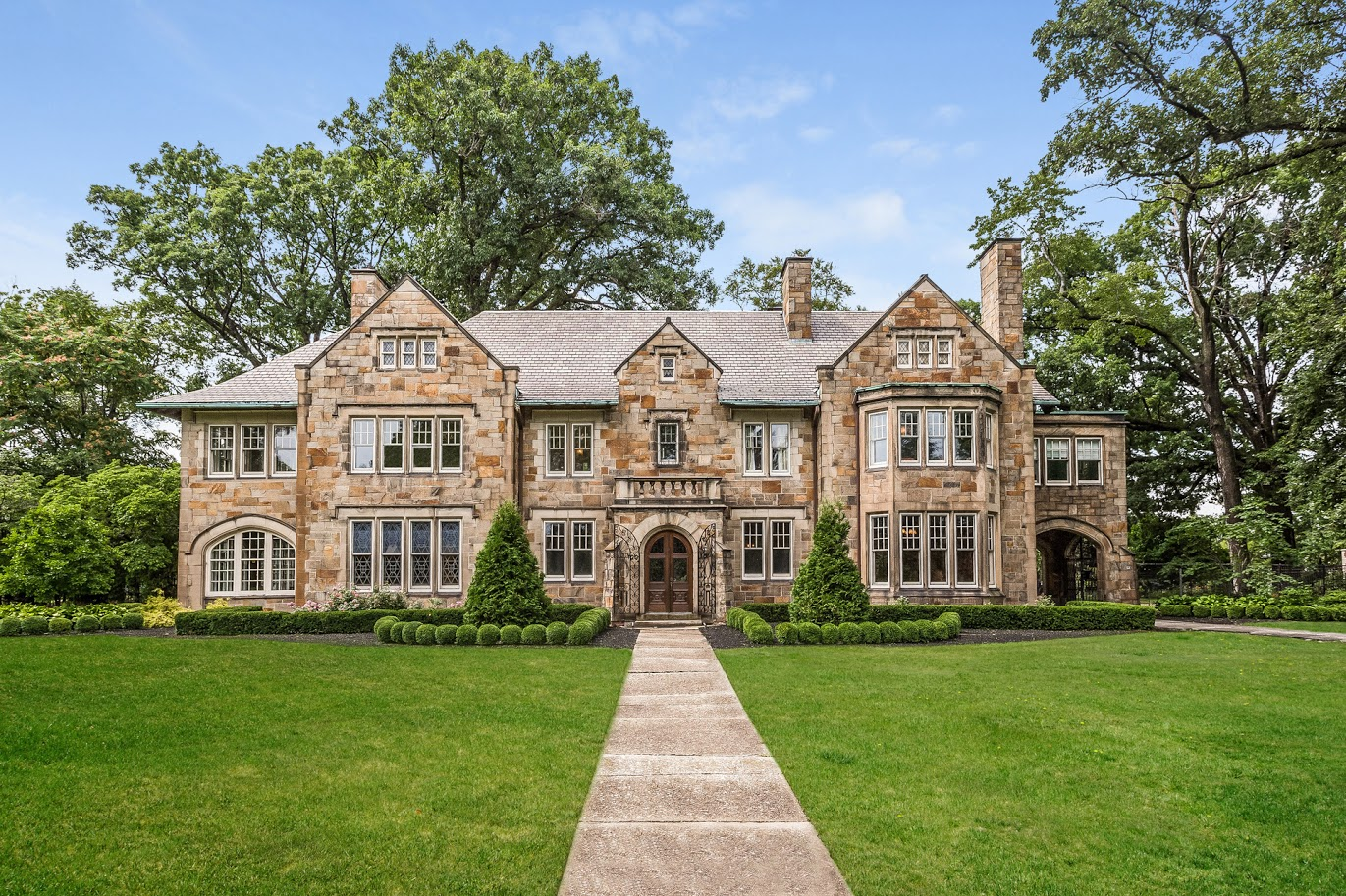 Detroit homes neighborhoods architecture and real for Mansion estates for sale