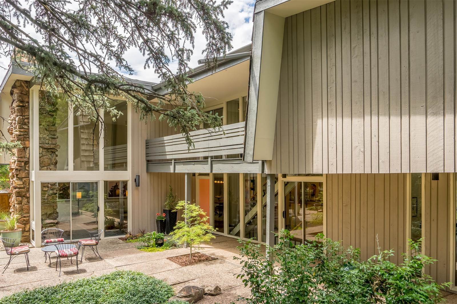 Midcentury modern curbed Mid century modern homes for sale houston