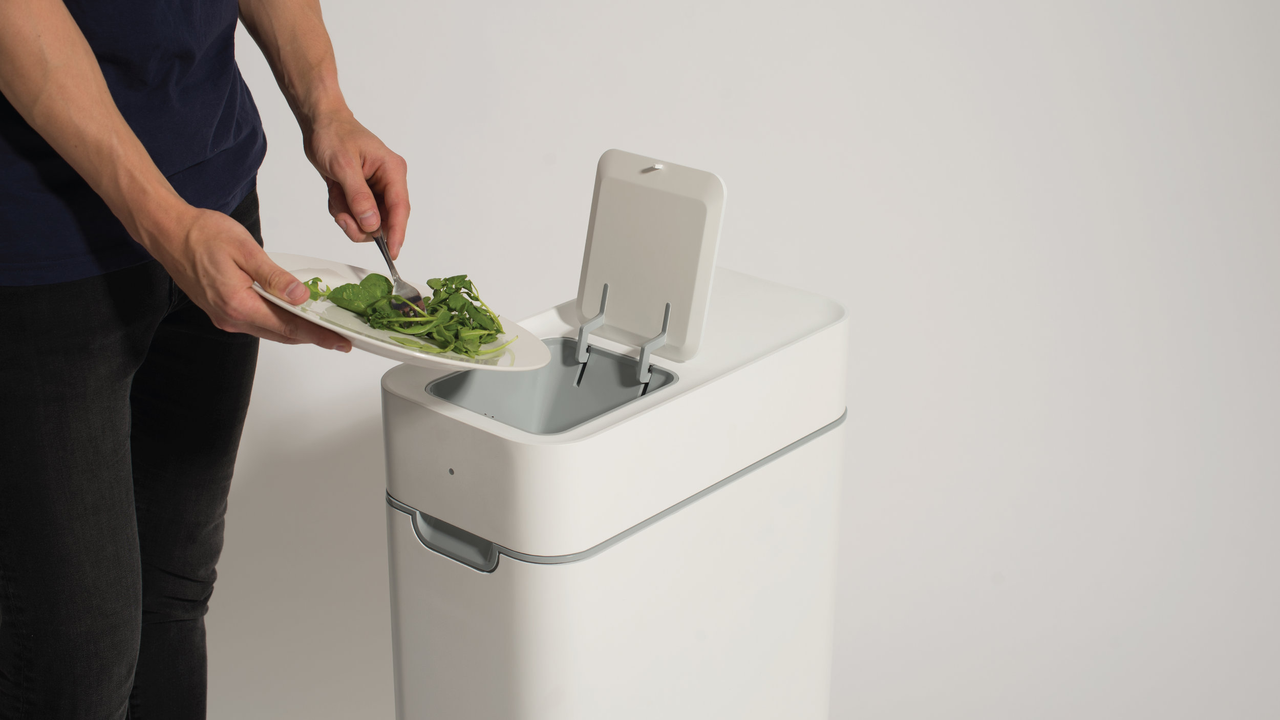 This kitchen compost bin ferments your kitchen waste