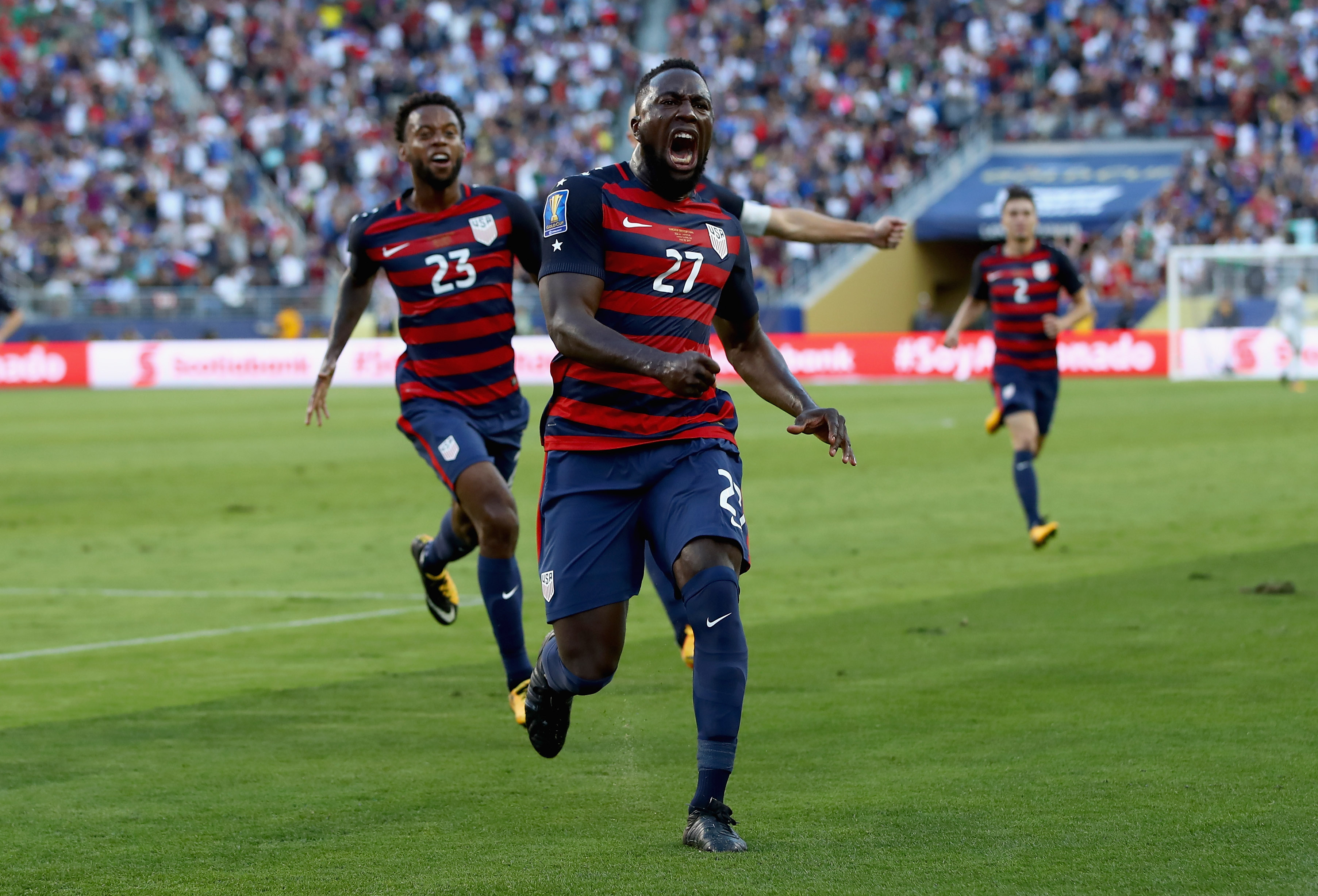 67aff88f5f7 WATCH  Jozy Altidore s world-class free kick gives USMNT lead in 2017 Gold  Cup Final