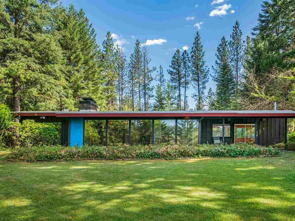 Lakefront midcentury home on 10 acres asks $675K