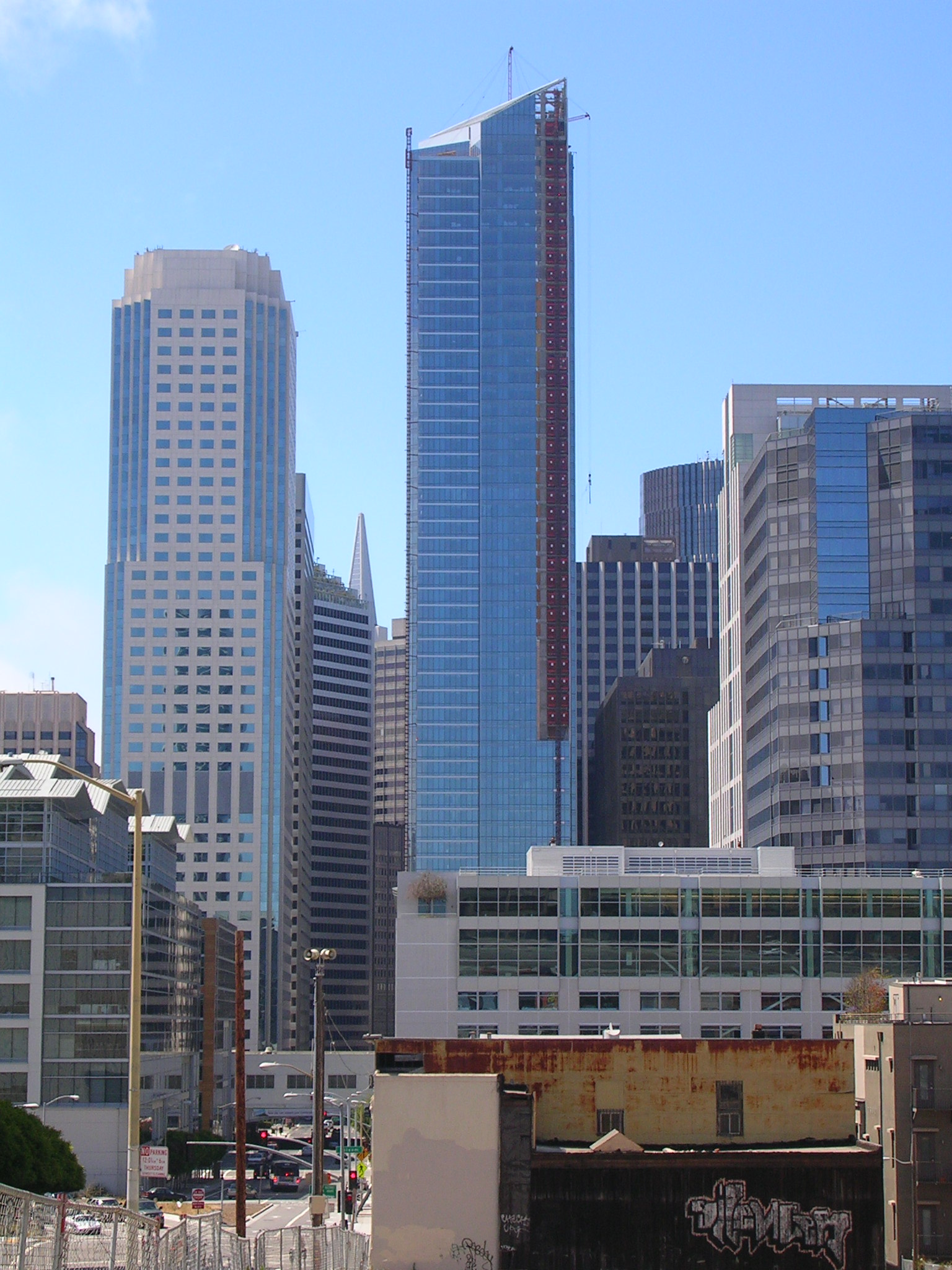 The Millennium Tower in 2008, photographed from afar.