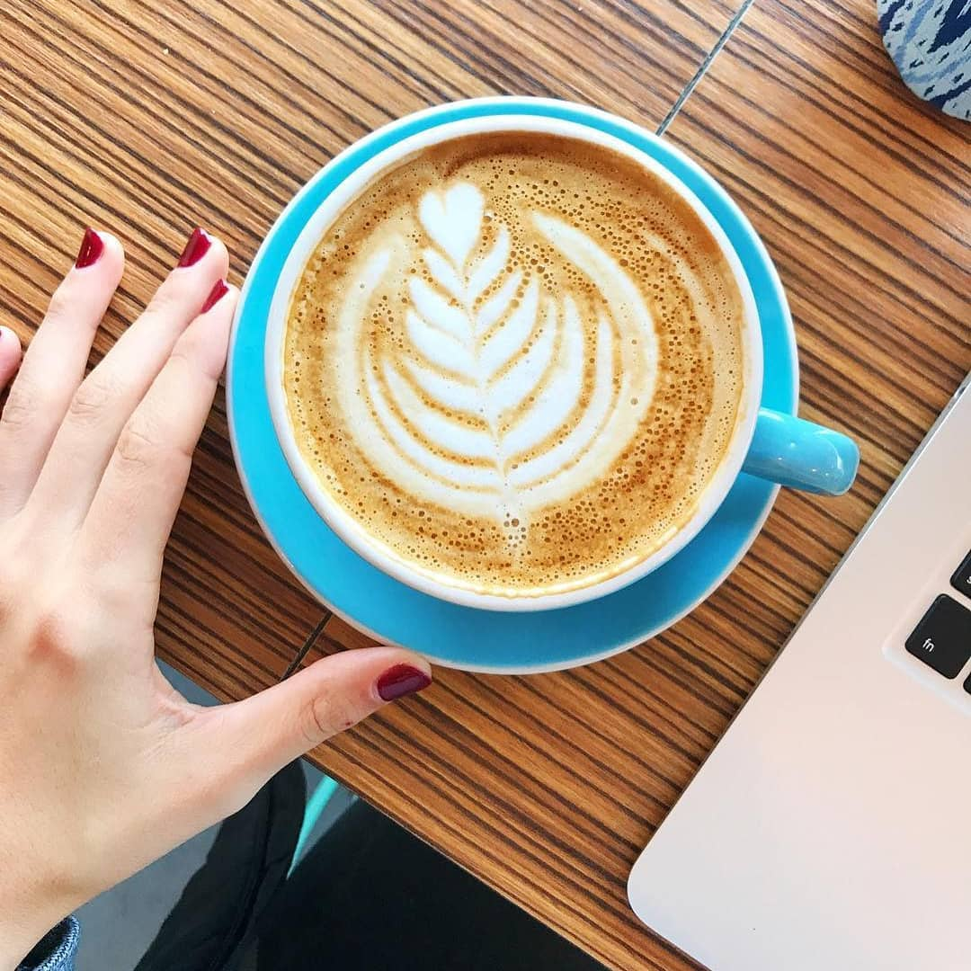 A cappuccino and a laptop.