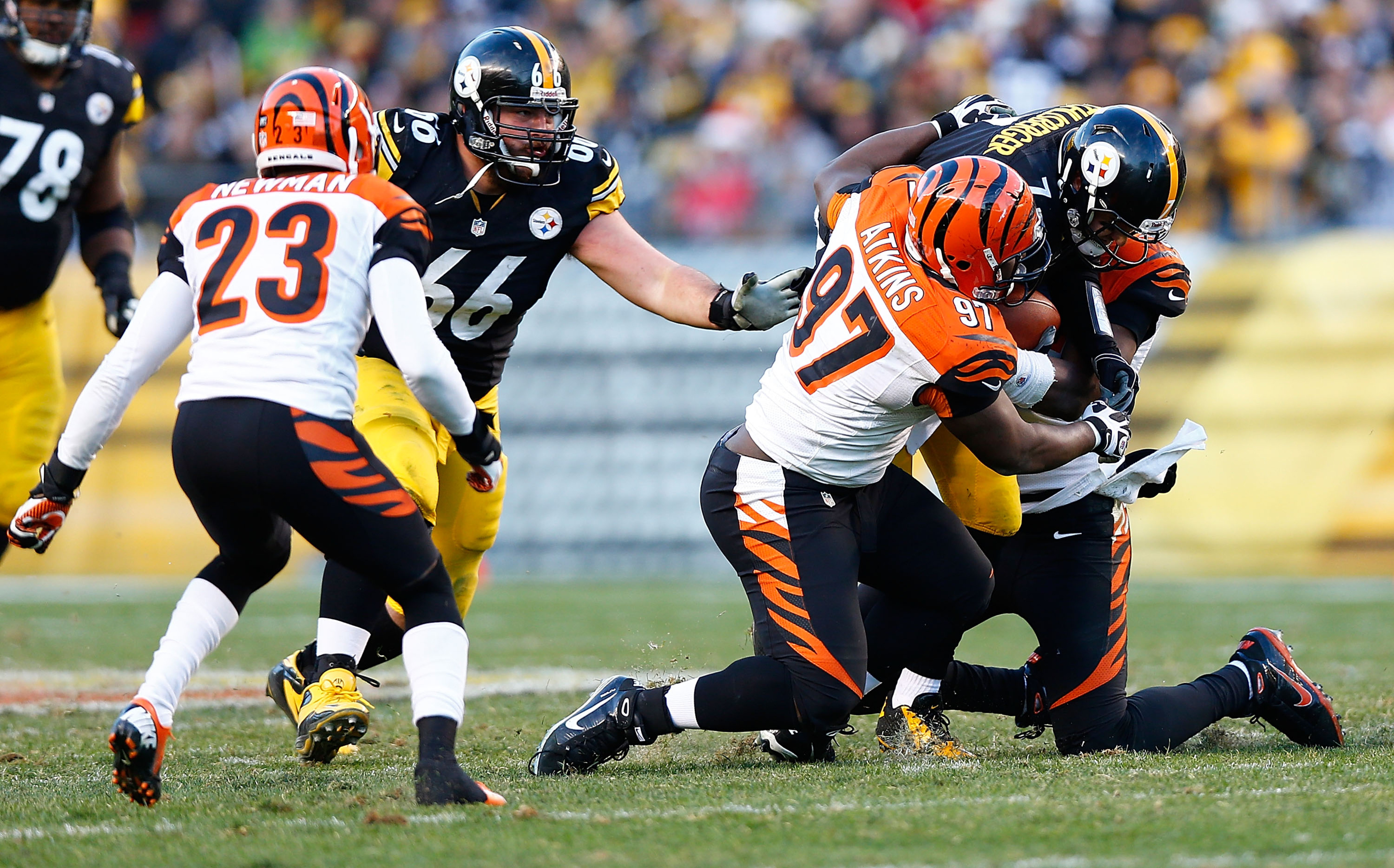 Geno Atkins slam dunks Ben Roethlisberger as David DeCatro can only look on....