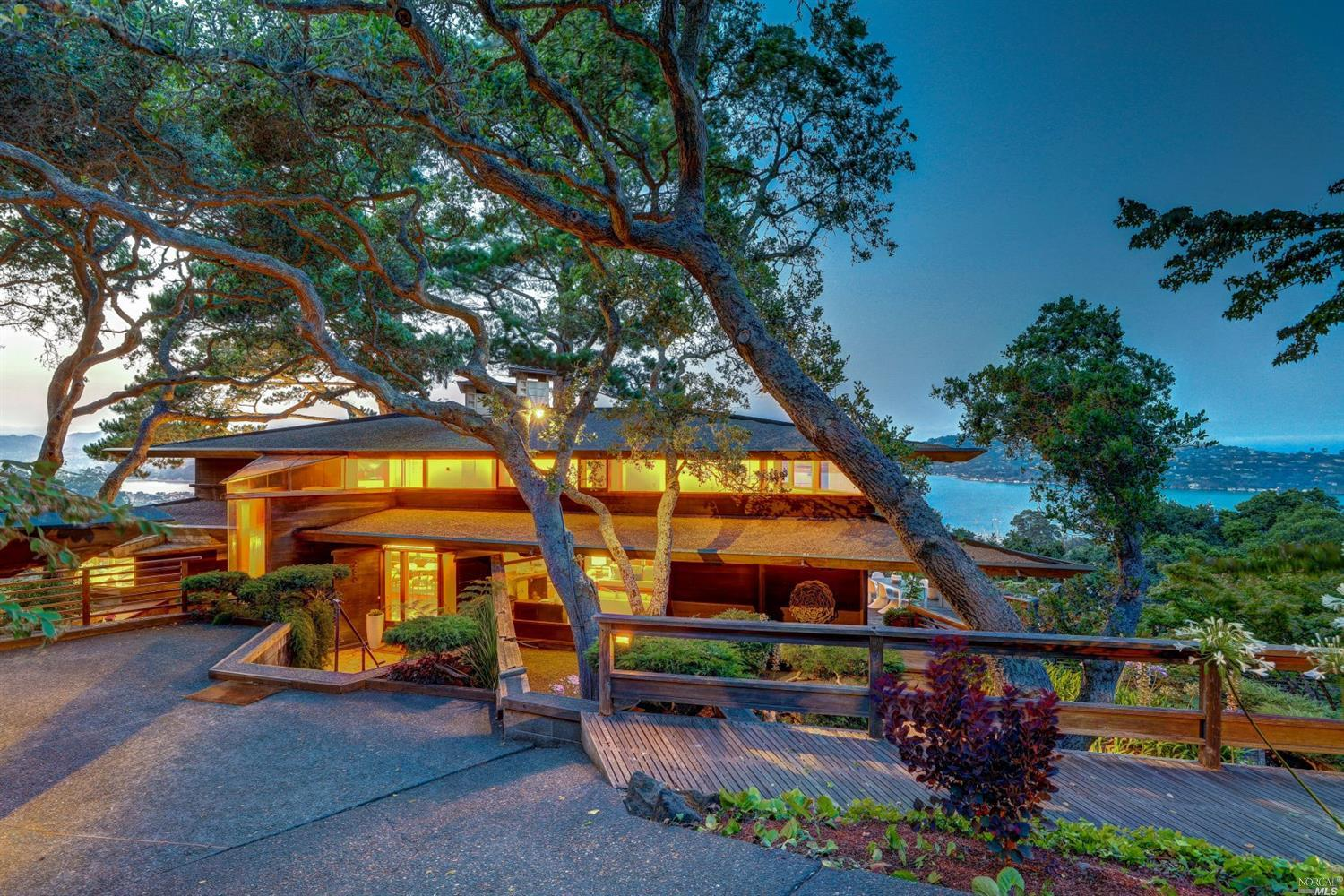 Midcentury modern gem with panoramic bay views asks $3.6M