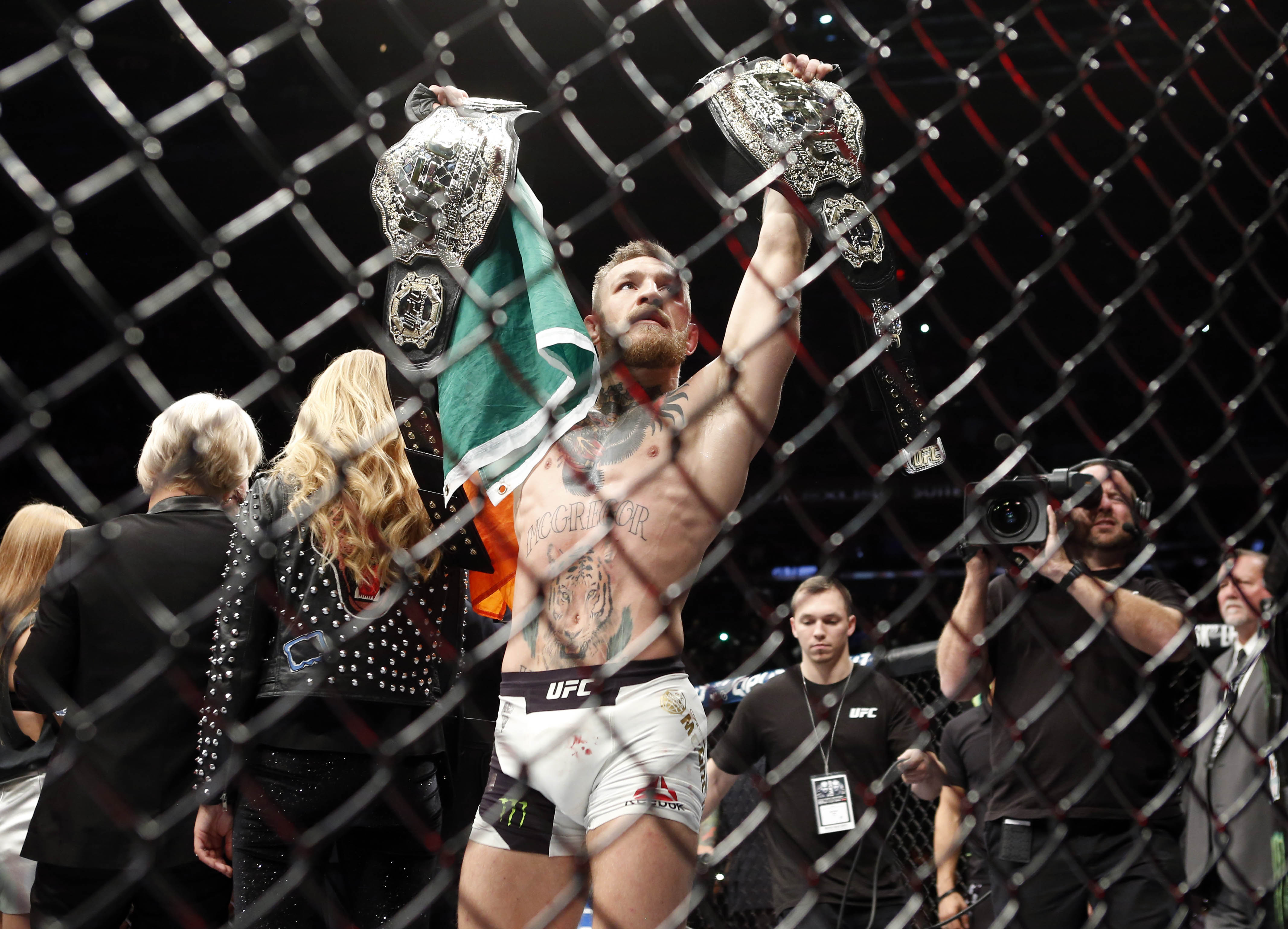 What happens to Conor McGregor if he beats Floyd Mayweather?
