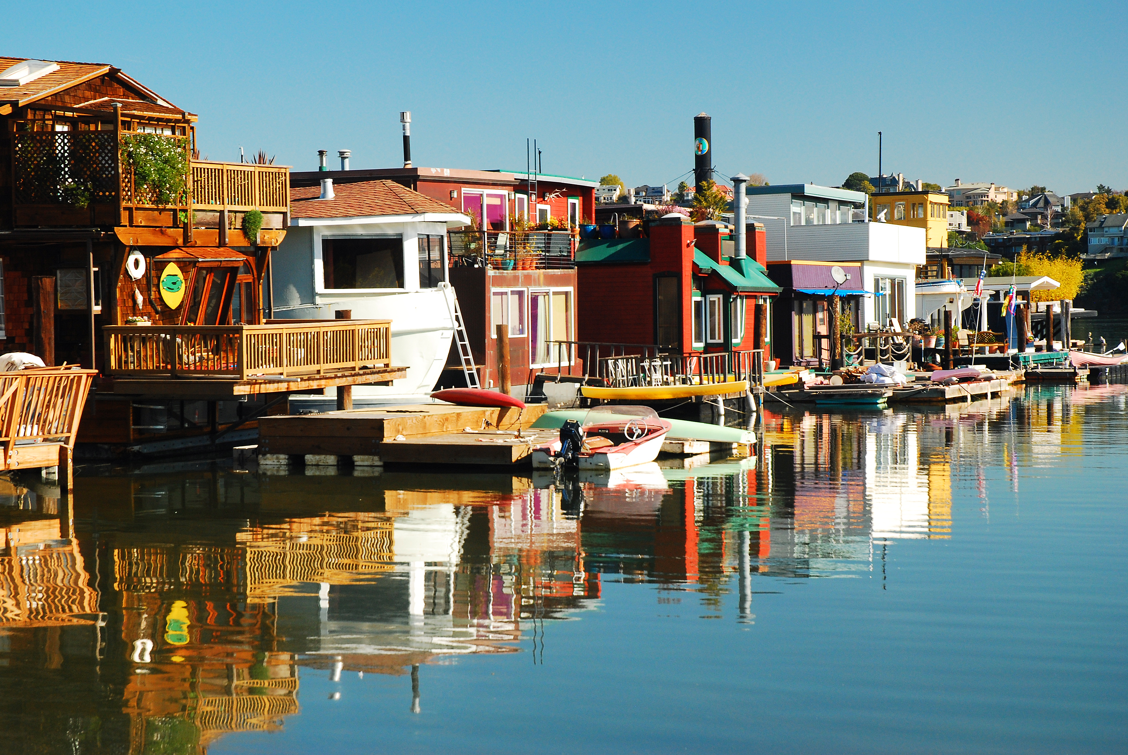 A series of colorful houseboats wading in the waters of Sausalito.