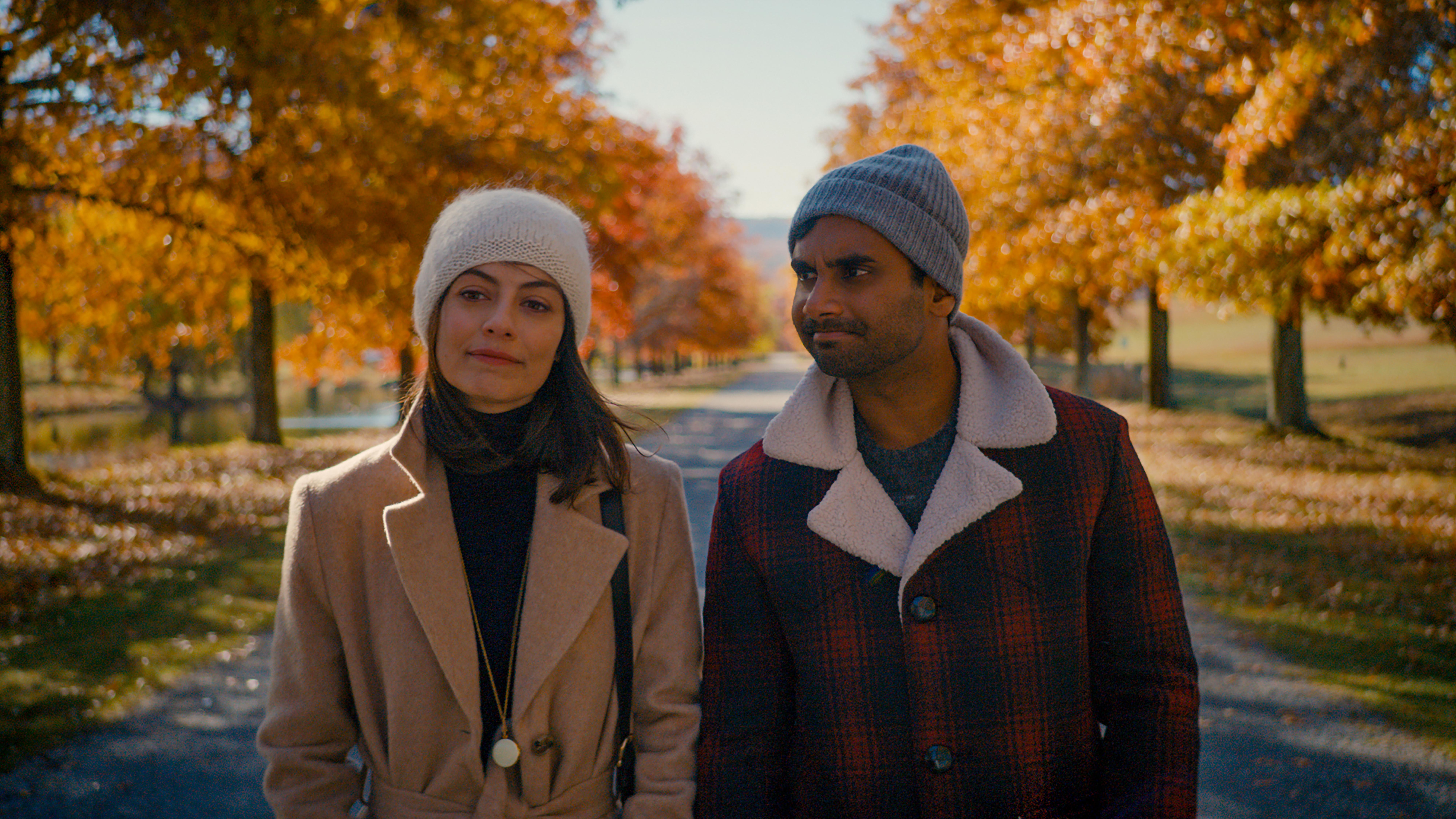 Alessandra Mastronardi as Francesca and Aziz Ansari as Dev in season 2 of Master of None.