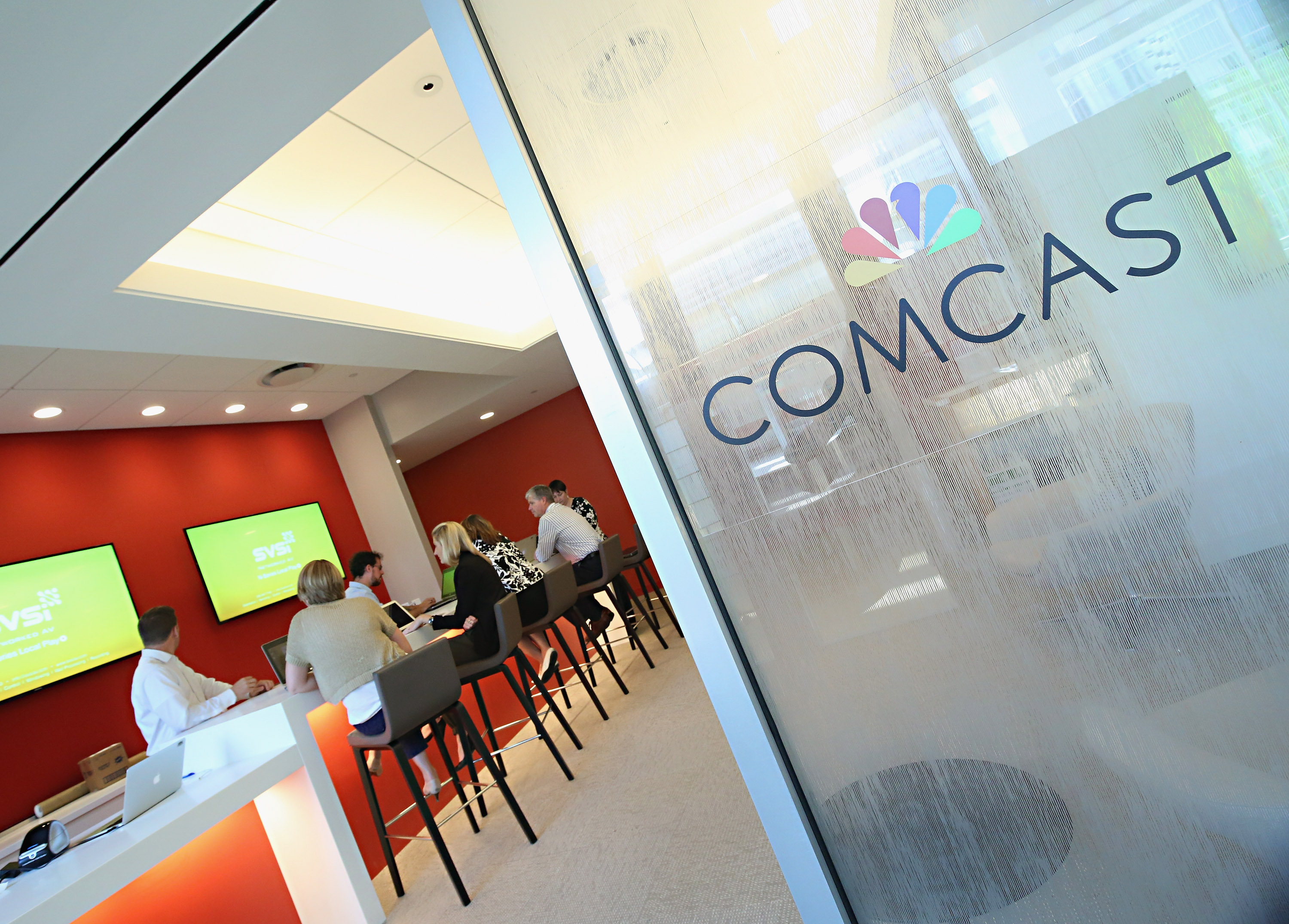 Comcast launches $18 streaming TV service for broadband