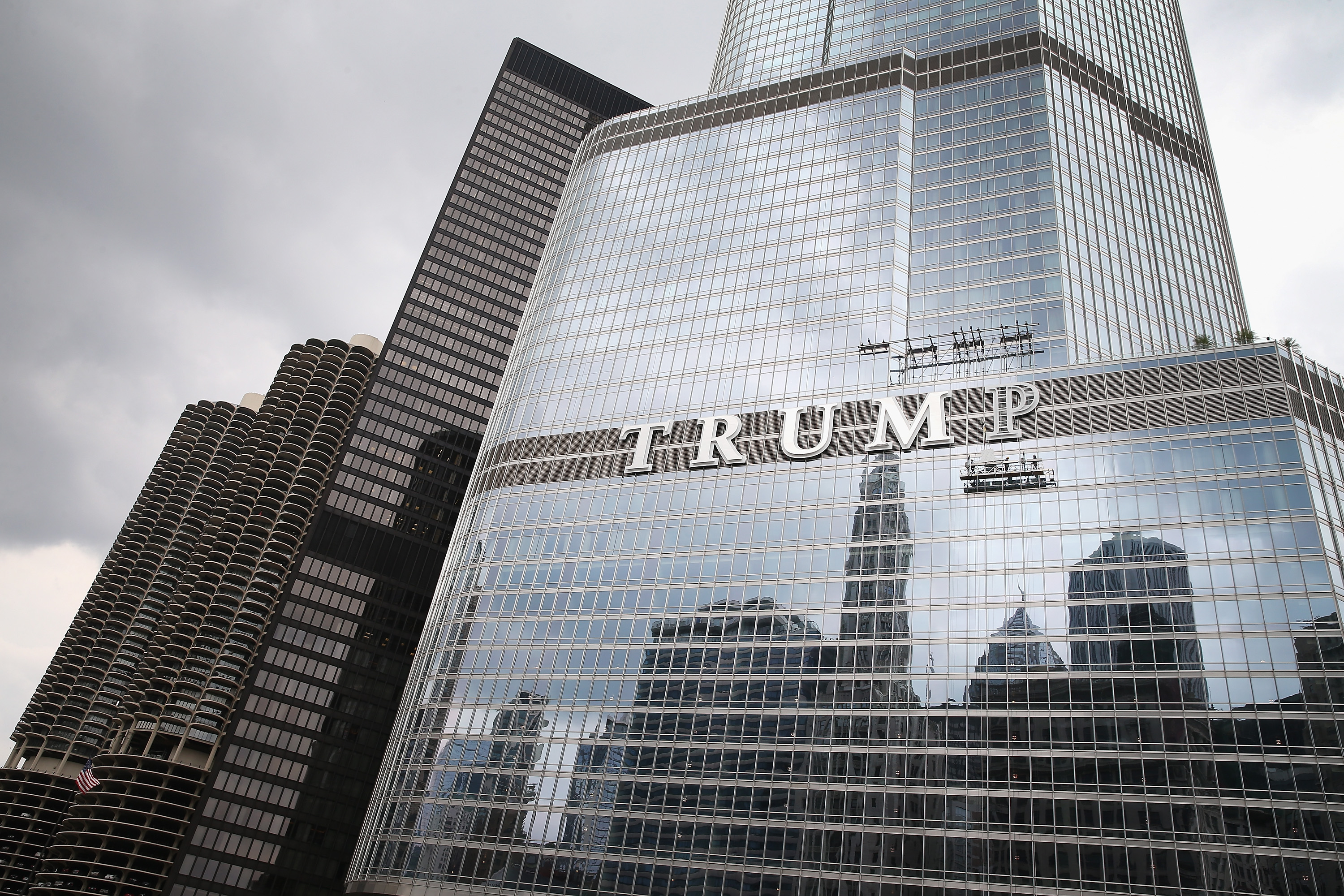 Large Trump Sign On Trump Building In Chicago Draws Ire Of Many In City