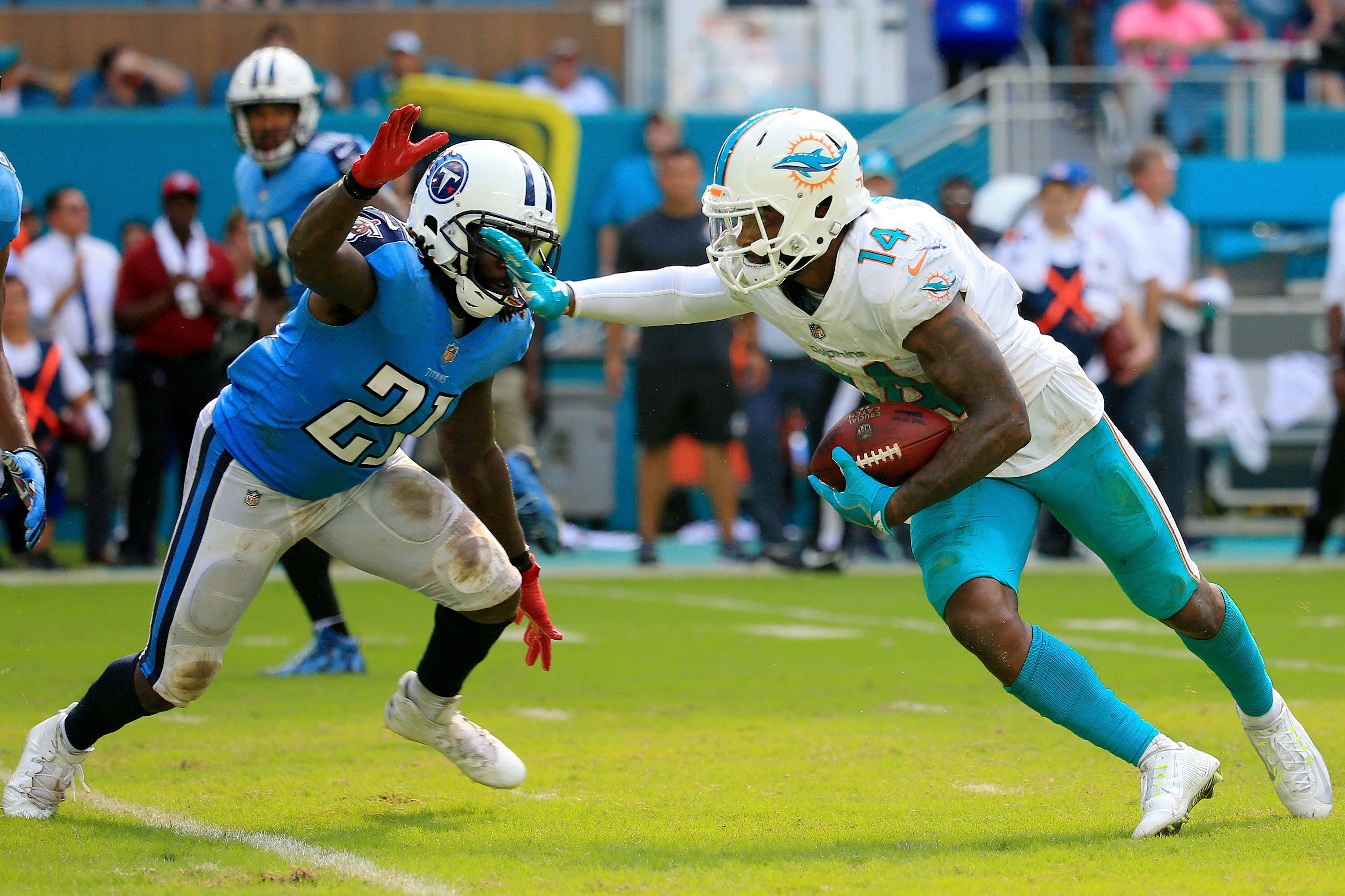 Tennessee Titans vMiami Dolphin