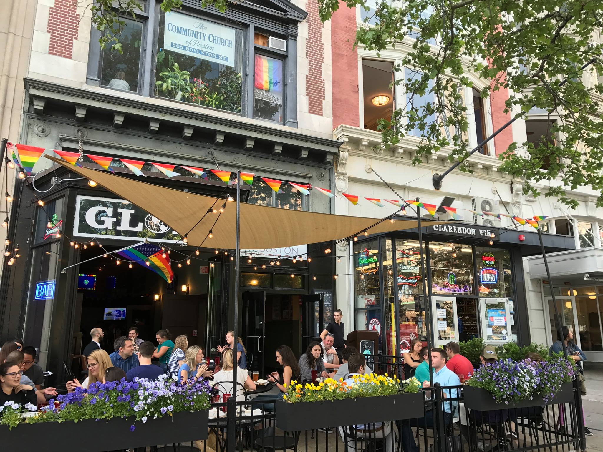 Back Bay S Globe Bar Cafe Will Move Down The Road To A New Home Eater Boston