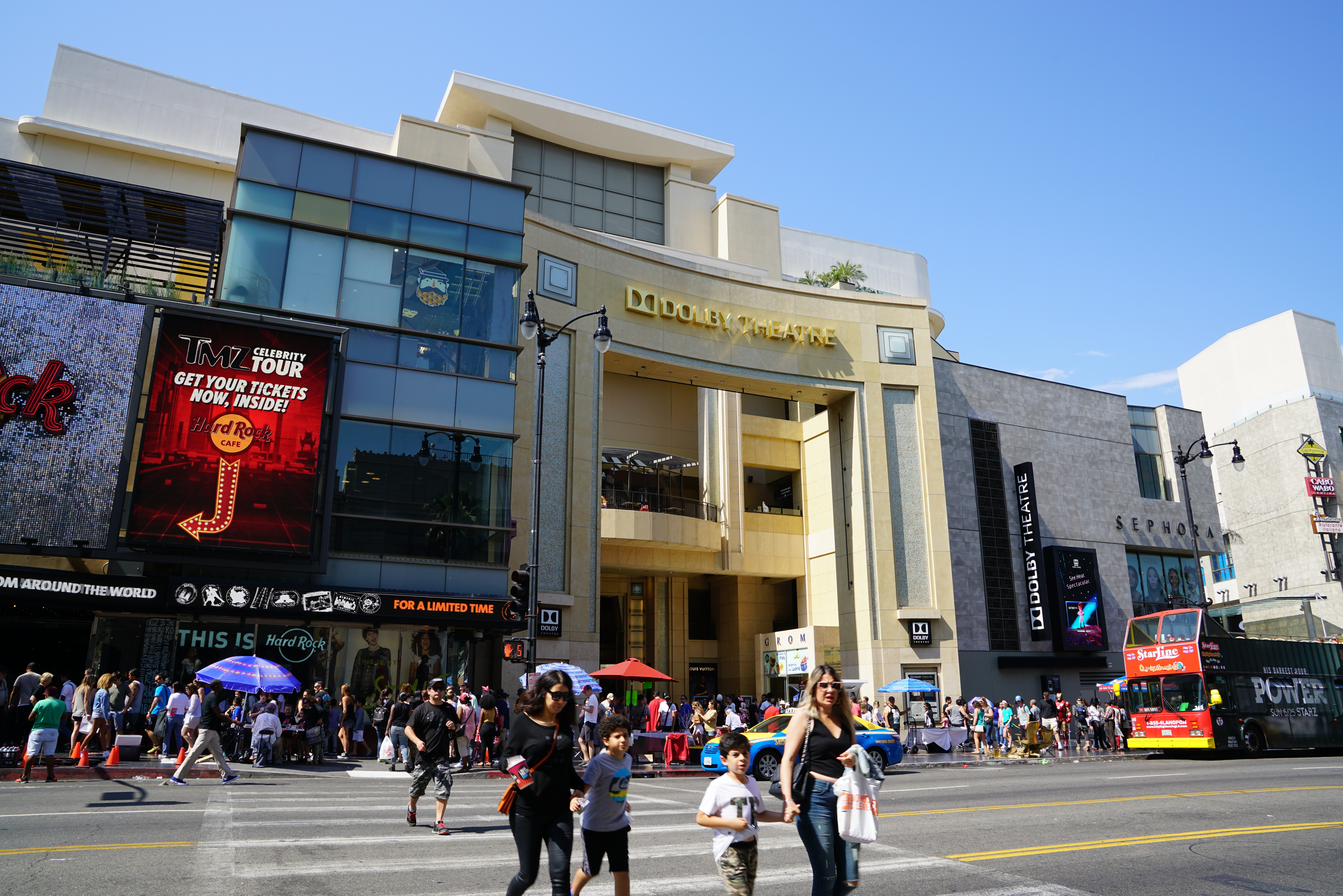 Crowds around Dolby Theatre