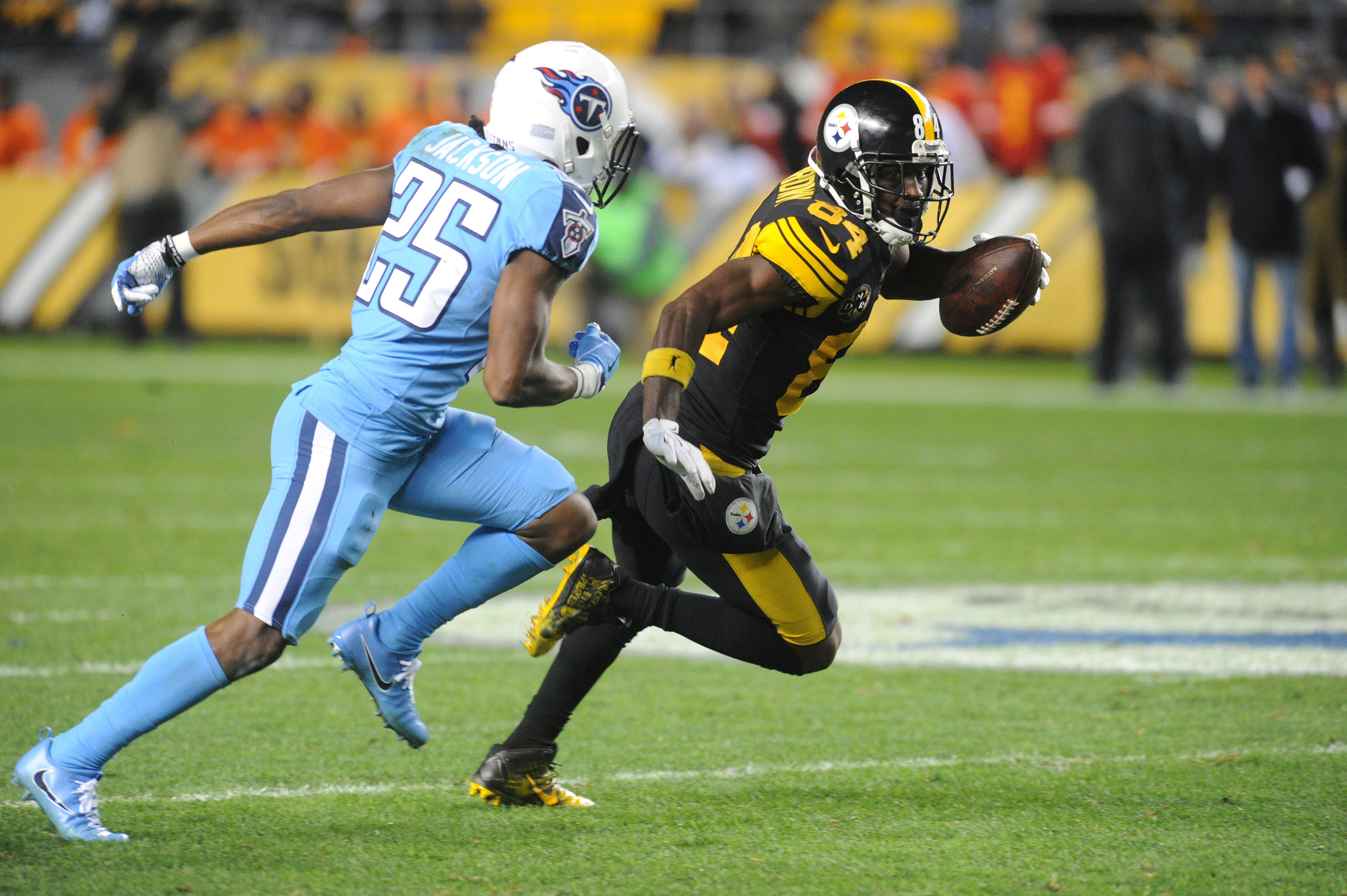 NFL: Tennessee Titans at Pittsburgh Steelers