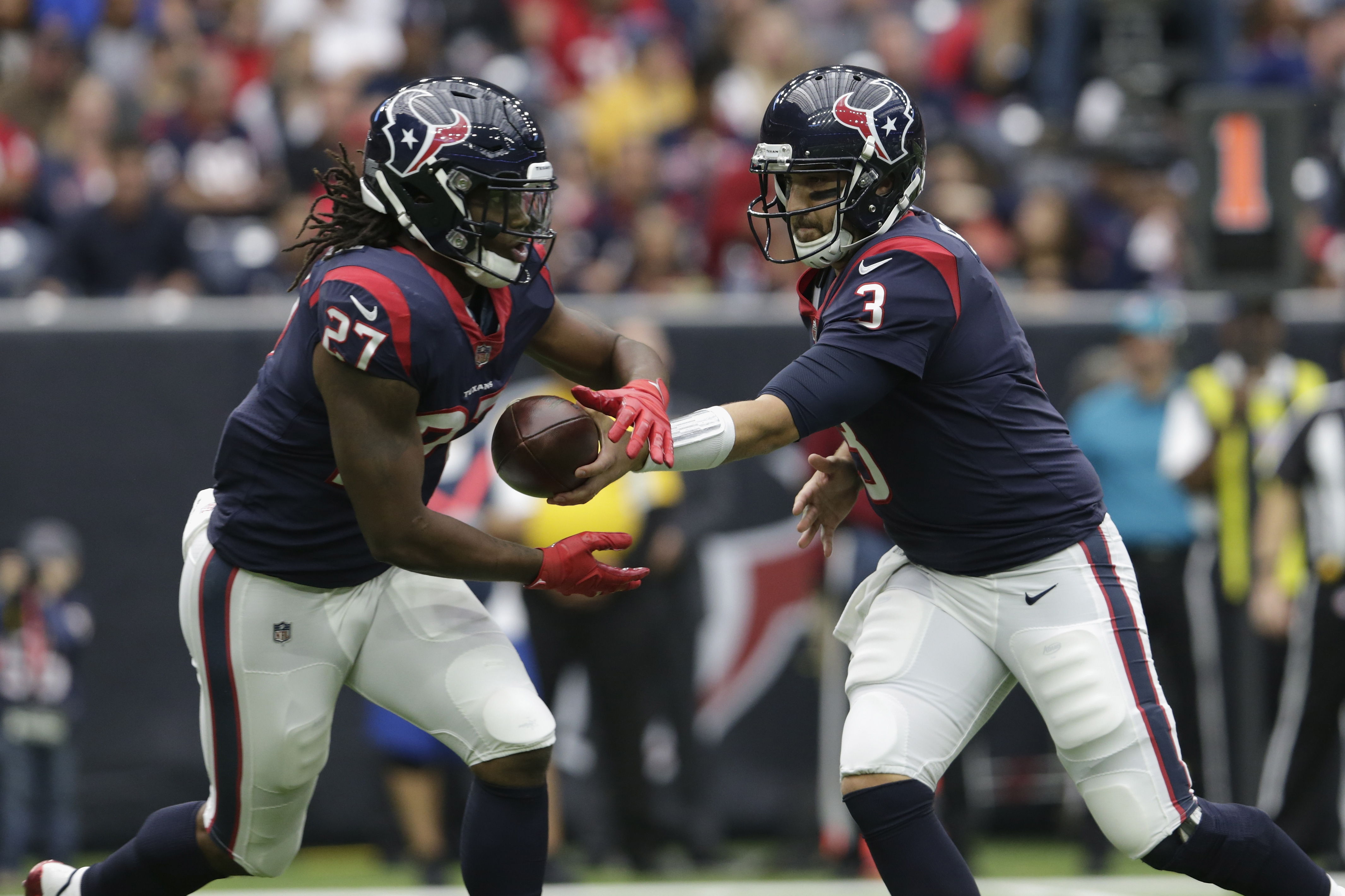 HOUSTON, TX - NOVEMBER 19:  Tom Savage #3 of the Houston Texans hands the ball to D'Onta Foreman #27  in the first quarter against the Arizona Cardinals at NRG Stadium on November 19, 2017 in Houston, Texas.  (Photo by Tim Warner/Getty Images)