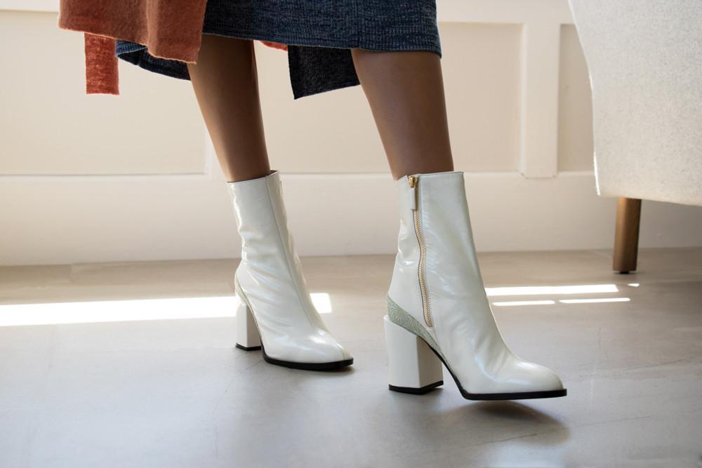 model in Dear Frances white spirit boots