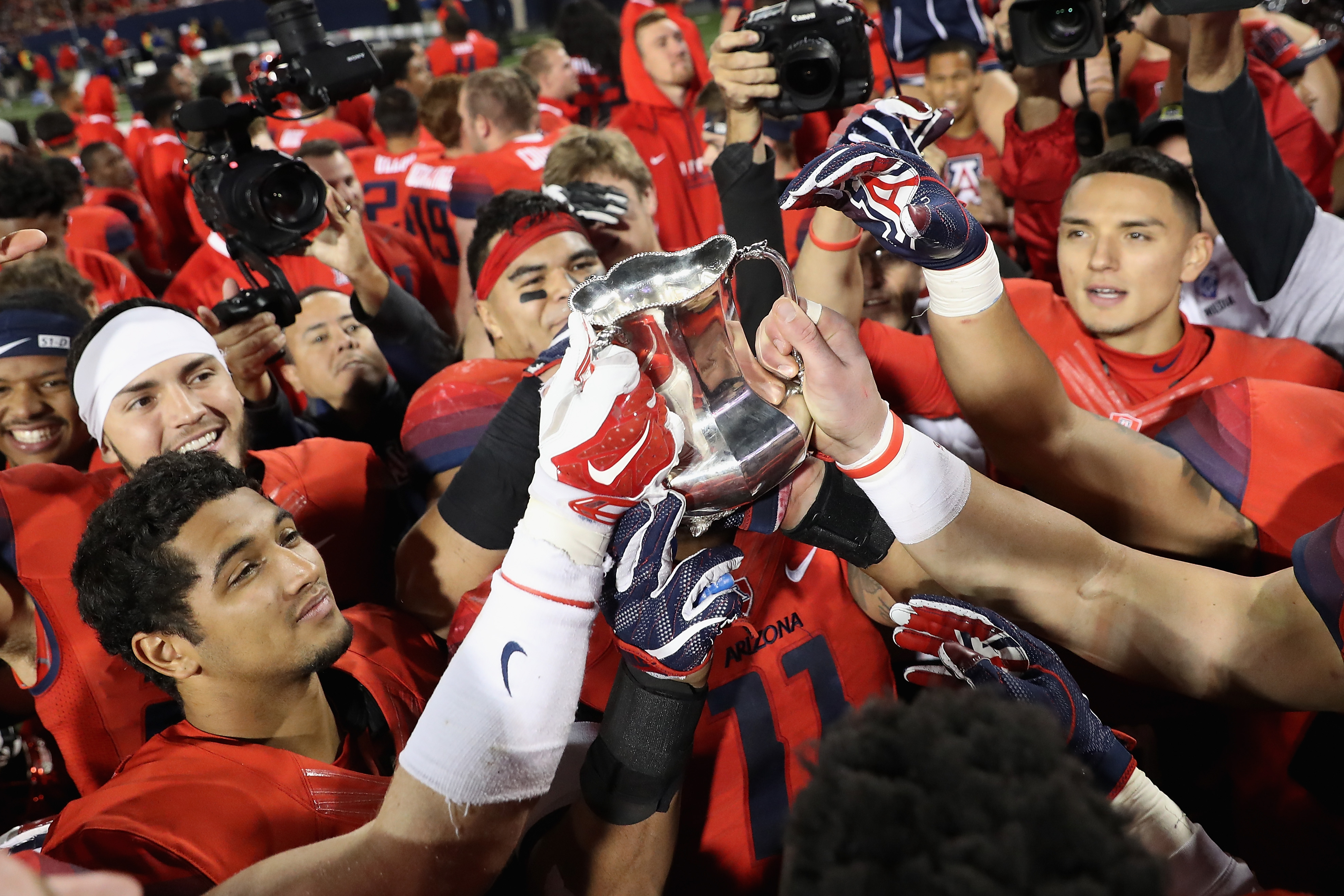 """<span data-author=""""5158751"""">arizona-wildcats-arizona-state-sun-devils-storylines-preview-territorial-cup </span>"""