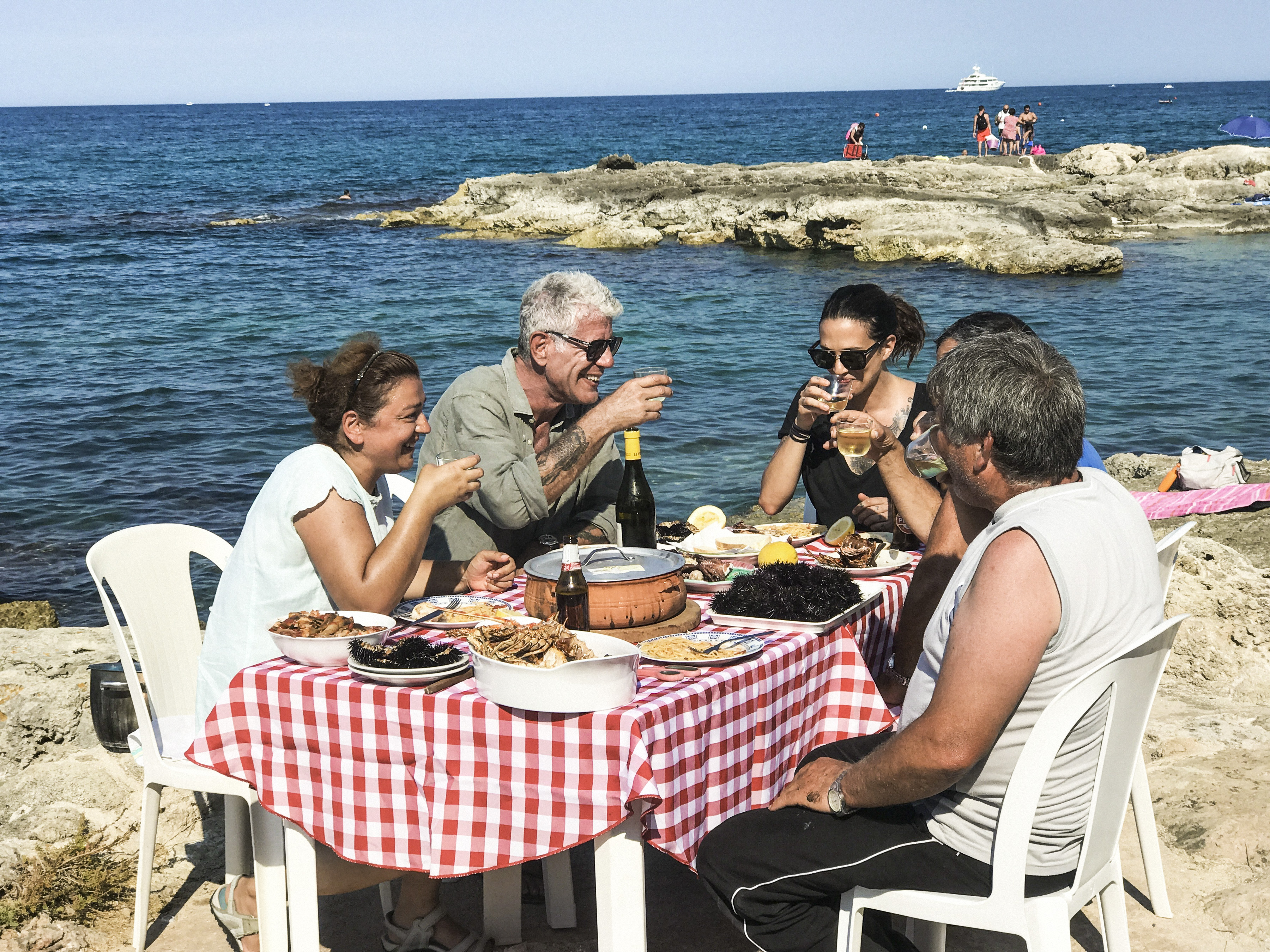Anthony Bourdain and friends dine by the sea in southern Italy.