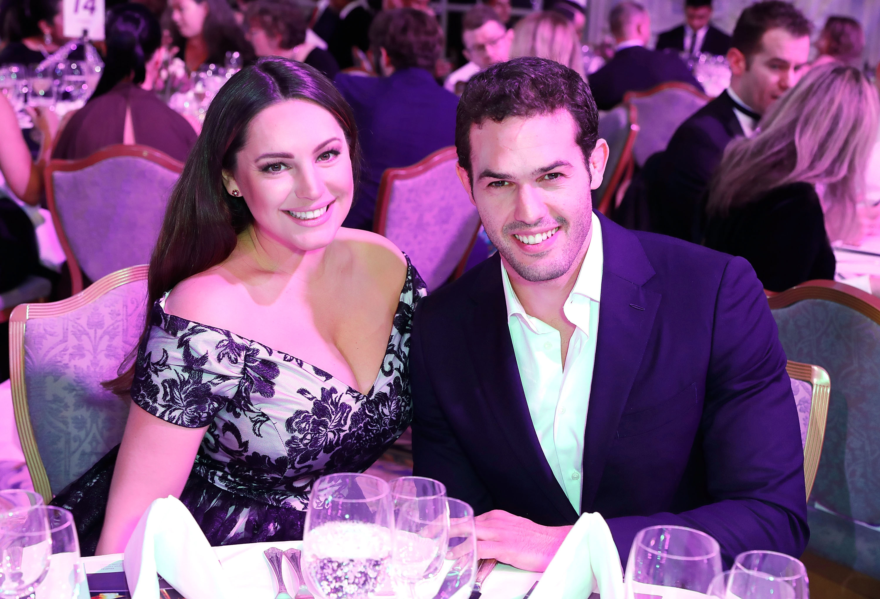 LONDON, ENGLAND - NOVEMBER 27:  Jeremy Parisi and Kelly Brook attend the British Takeaways Awards, in association with Just Eat at The Savoy Hotel on November 27, 2017 in London, England. The awards recognise the unsung heroes of the nation's favourite local takeaways and reward the amazing contribution takeaways, chefs and delivery drivers make to both their local communities and the British economy.  (Photo by David M. Benett/Dave Benett/Getty Images for Just Eat) *** Local Caption *** Kelly Brook; Jeremy Parisi