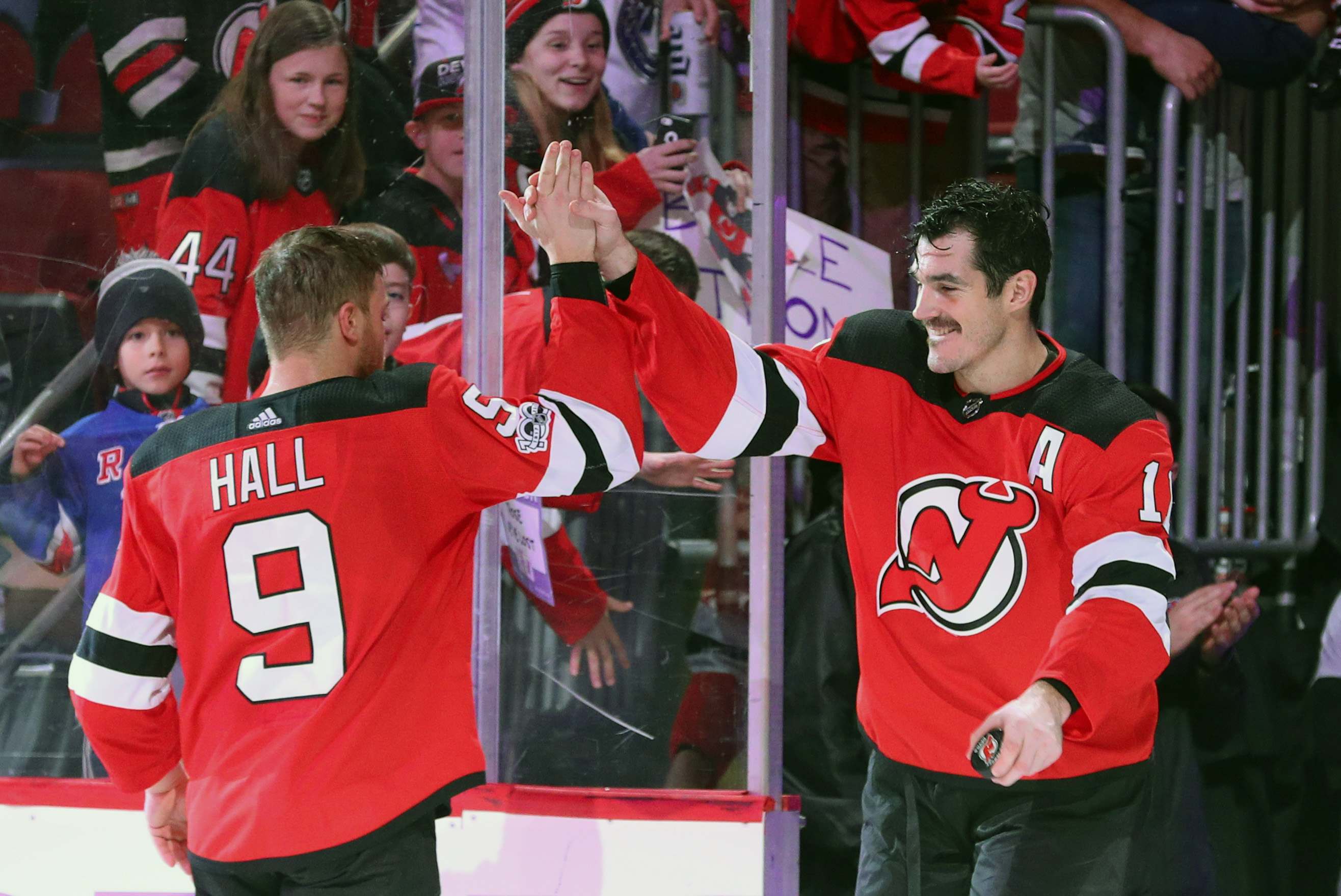 NHL: Vancouver Canucks at New Jersey Devils