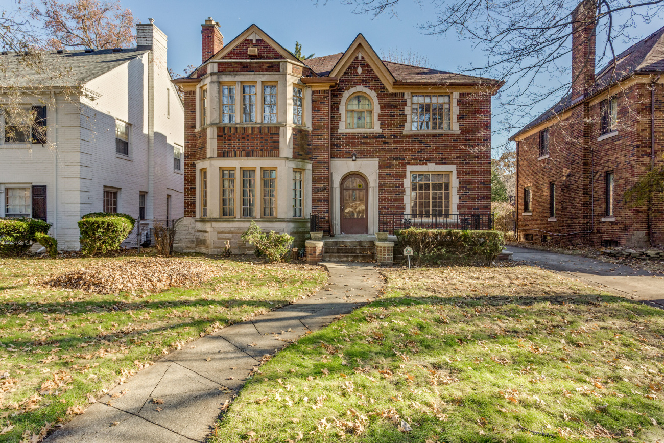 Detroit homes neighborhoods architecture and real for Building a house for 250k
