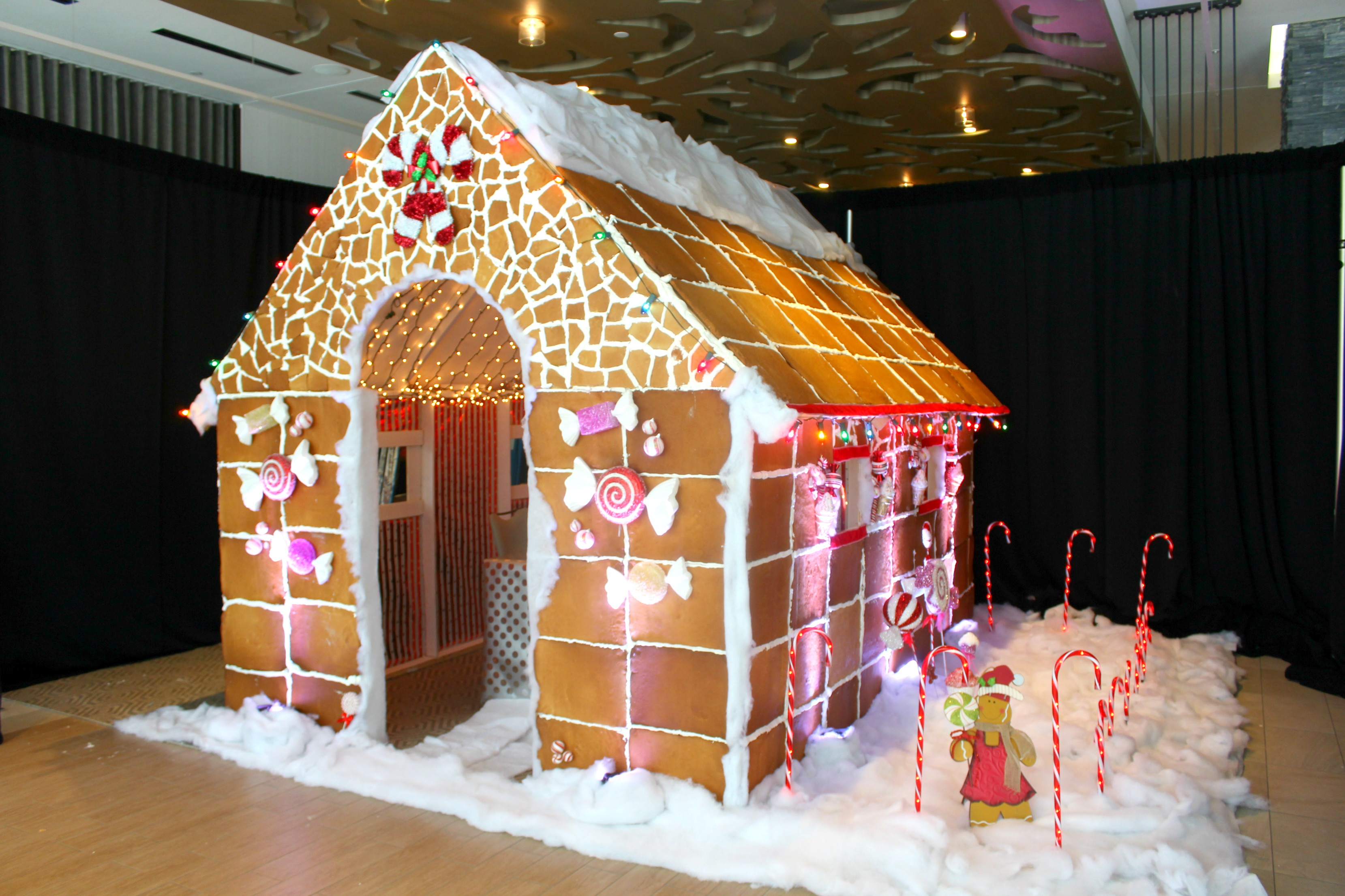 dine inside a texas sized gingerbread house in austin this holiday eater austin