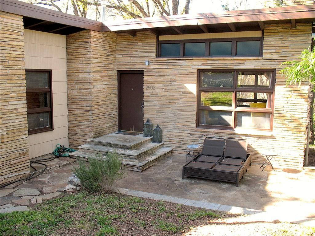 Small stacked-stone house with flat roof