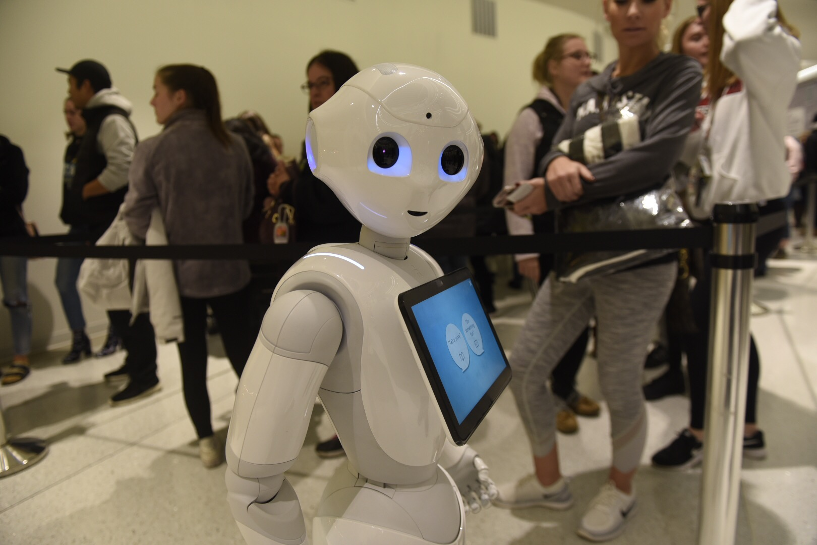 Mall of America Gets High-Tech With Chatbot and Humanoid Robots