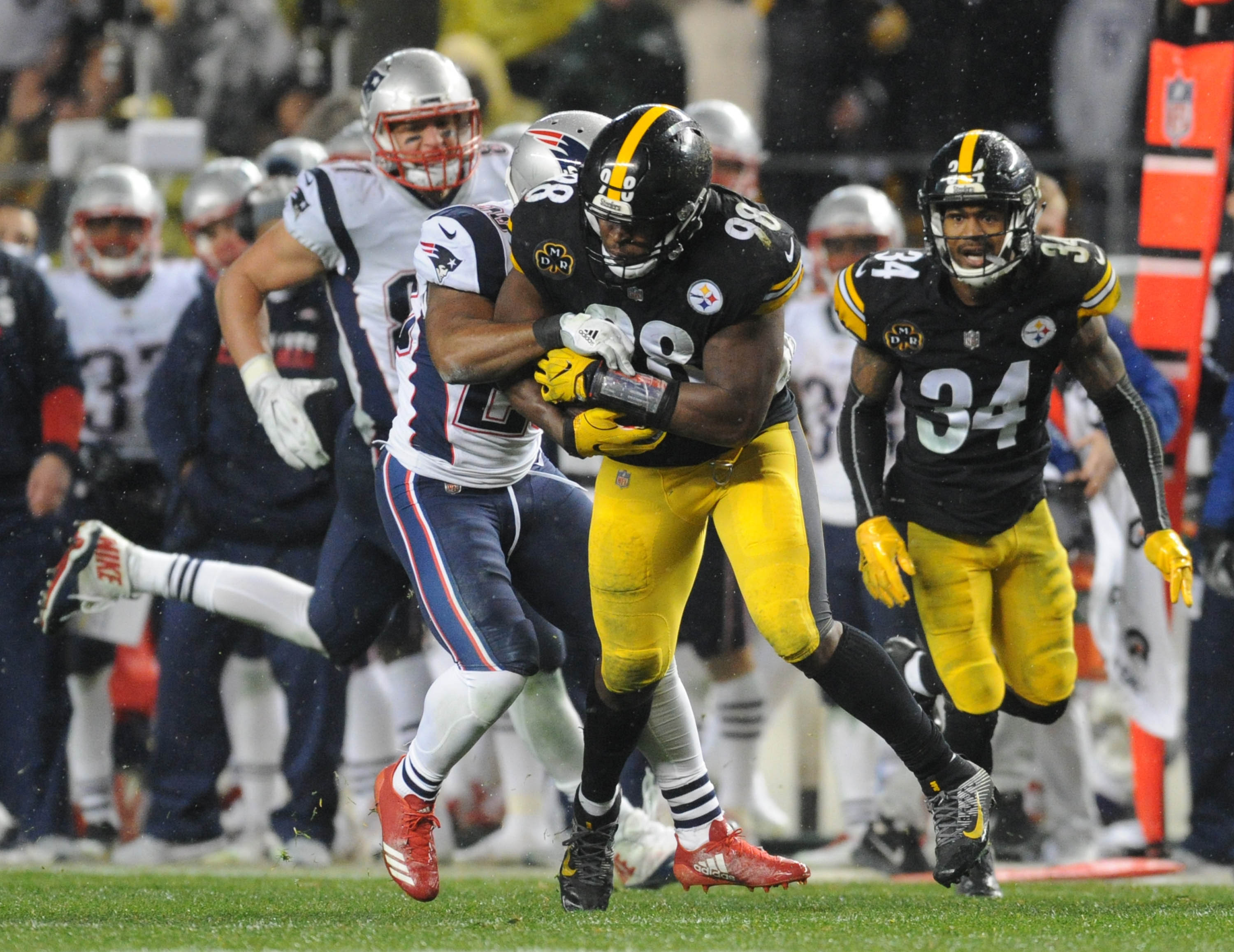 07556a2f8 Steelers Film Room: How Vince Williams got the first INT off Tom Brady  since 2005