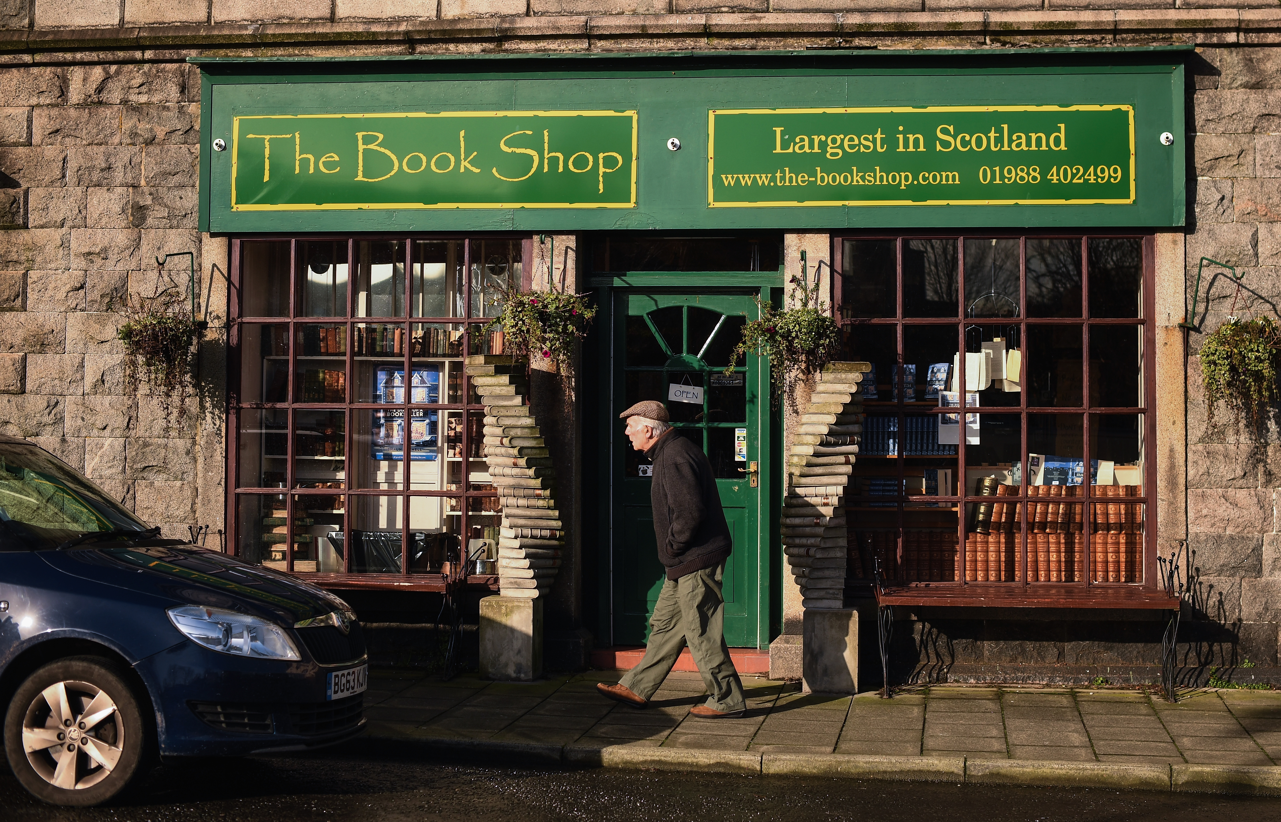 Apparently, people who steal books from indie bookstores have pretentious taste