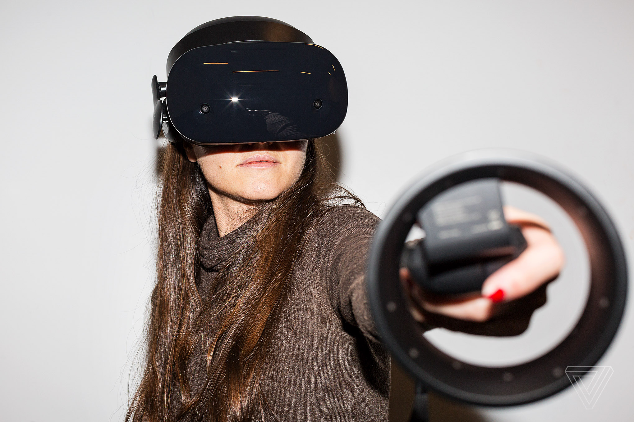 Samsung and Microsoft s Odyssey headset has me excited for VR in 2018 The Verge