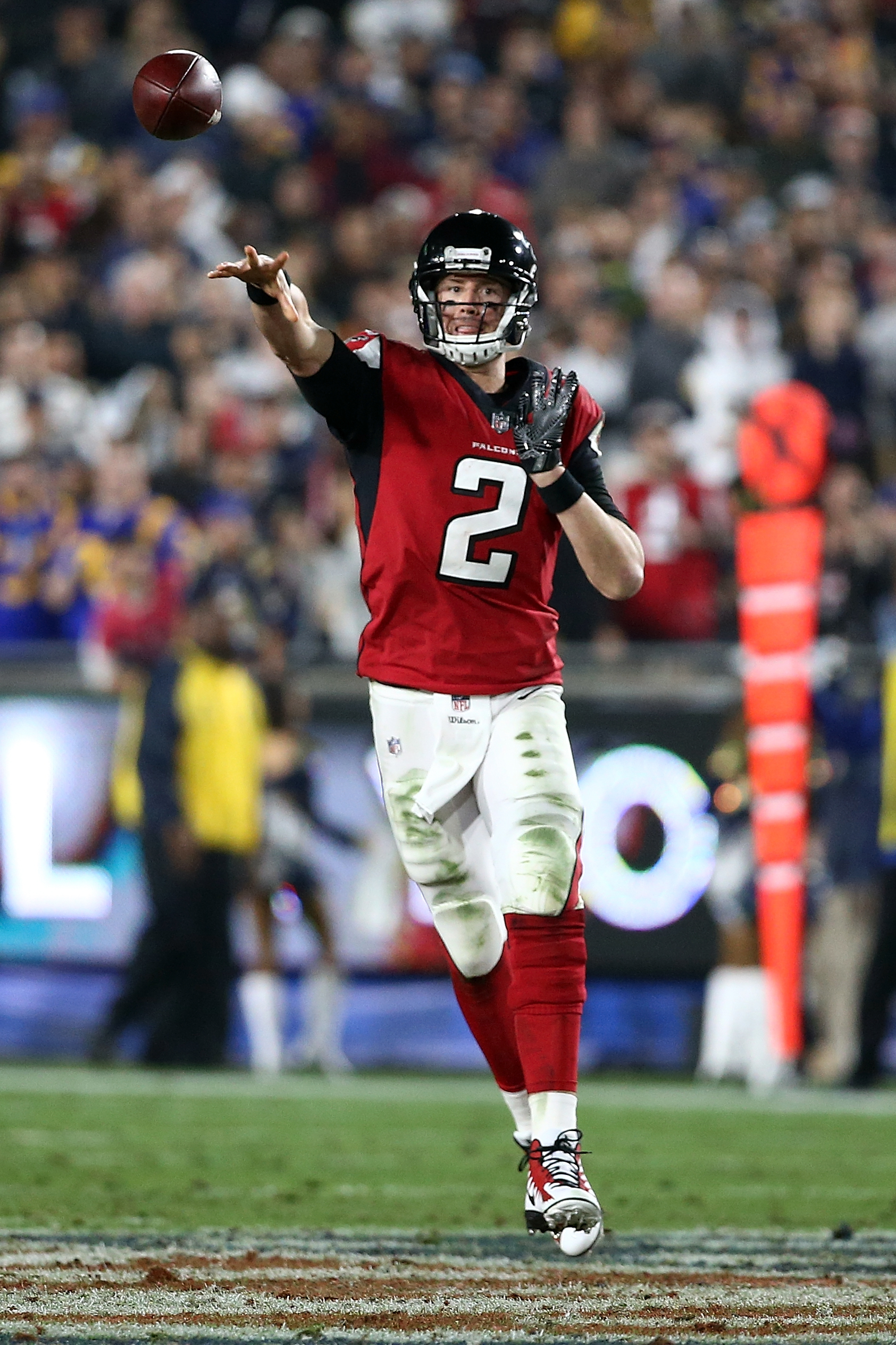 Atlanta Falcons QB Matt Ryan throws a pass against the Los Angeles Rams in the Wild Card round of the 2018 NFL Playoffs