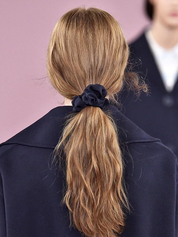 A model wearing a scrunchie at Mansur Gavriel's spring/summer 2018 show