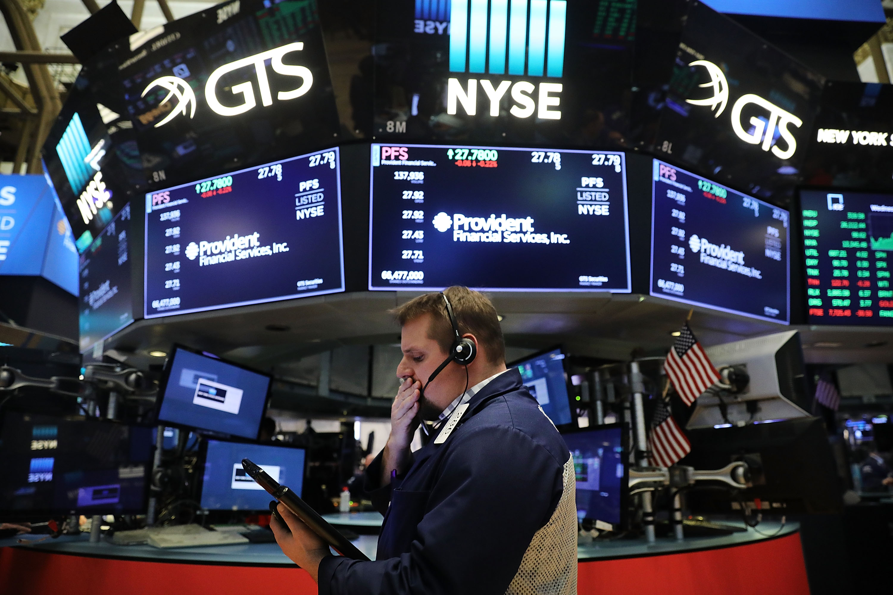 Dow Jones Industrials Average Closes Above 26,000 For First Time