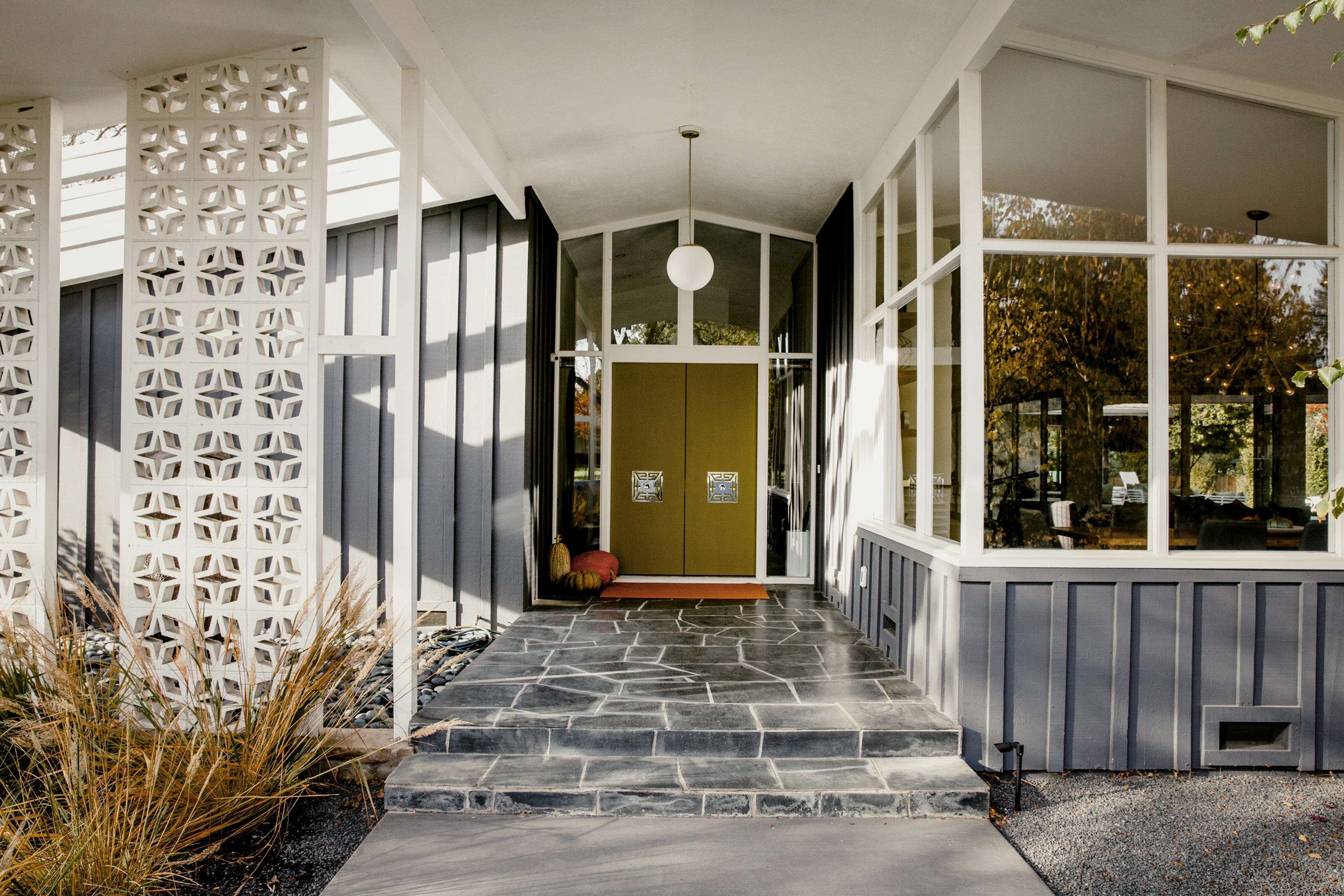 Classic Midcentury Modern Home Dazzles After Careful Remodel ...