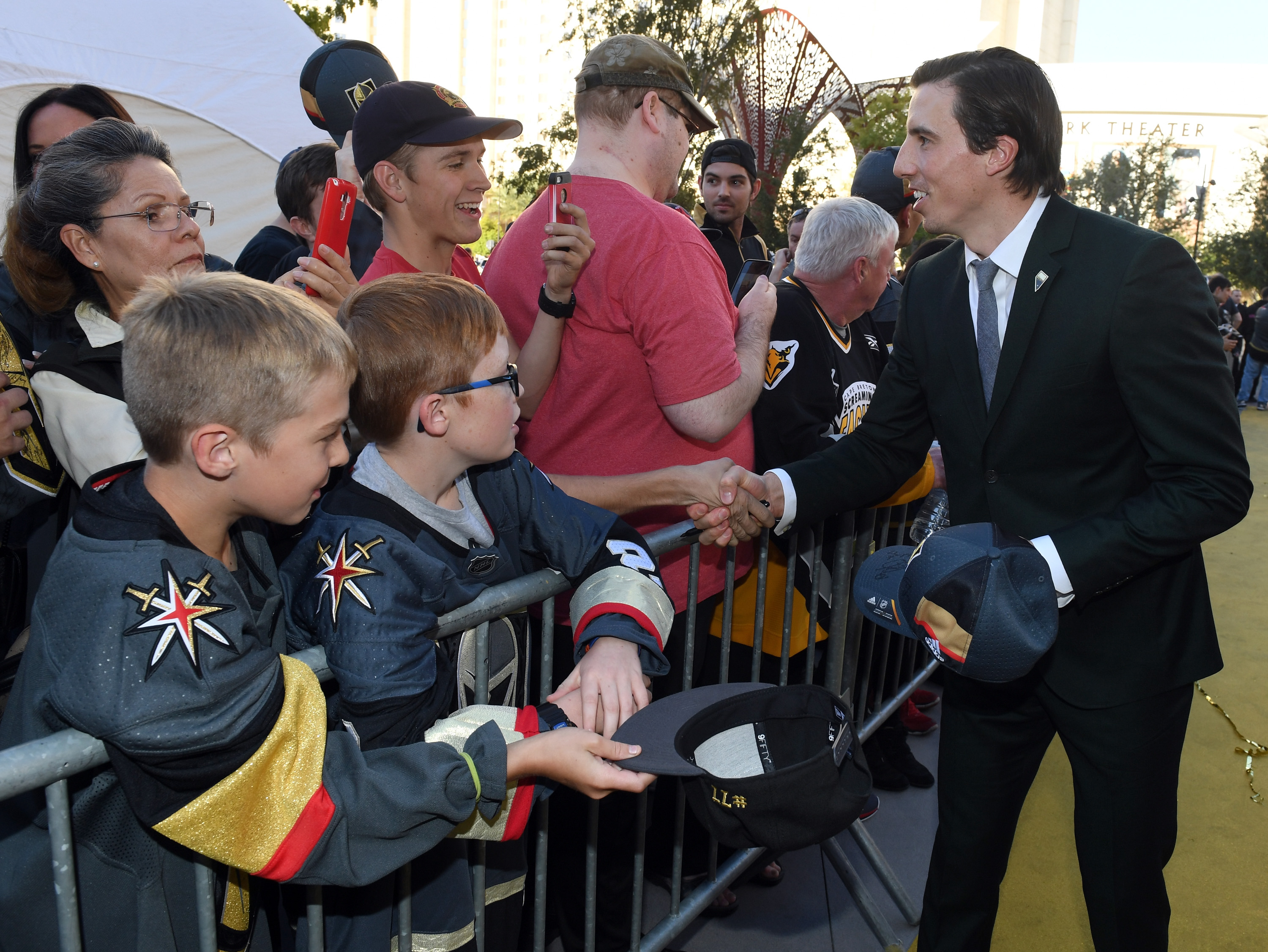 Vegas Golden Knights ban adults from asking players for autographs