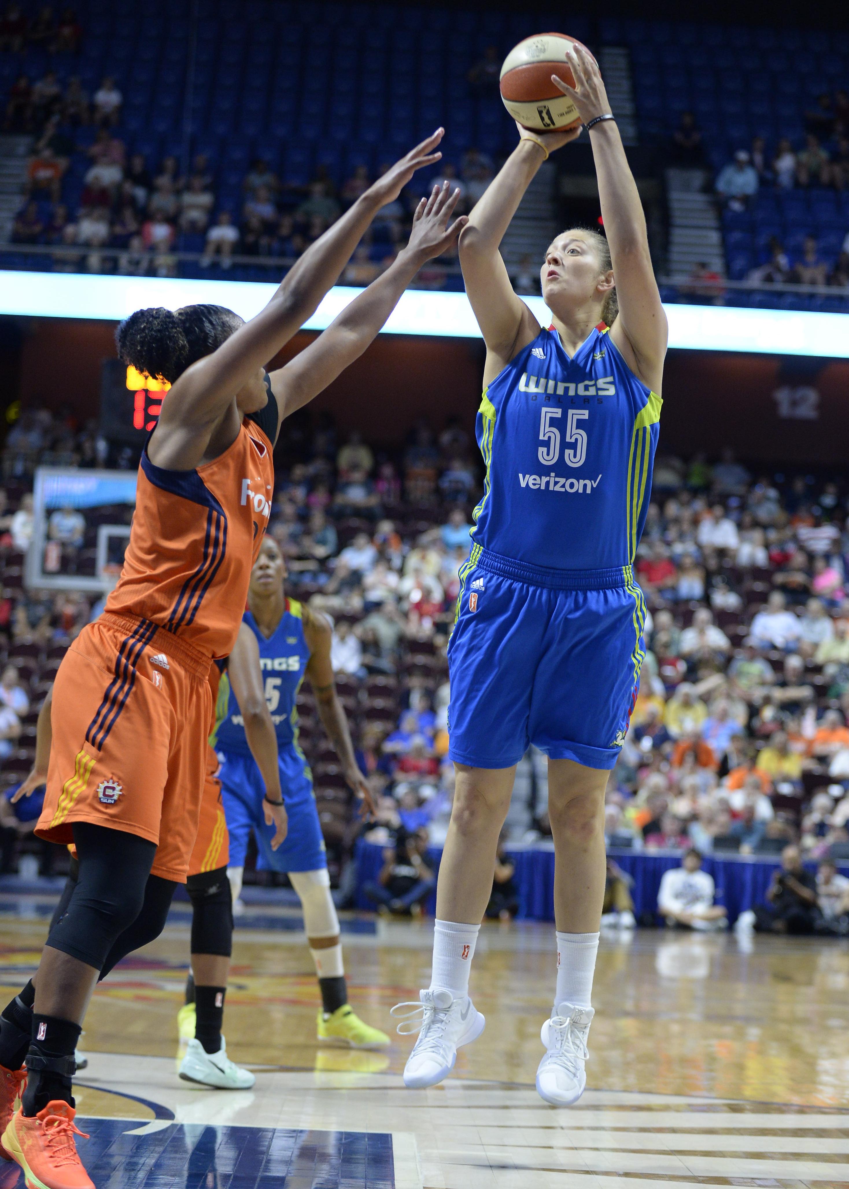 WNBA: AUG 12 Dallas Wings at Connecticut Sun