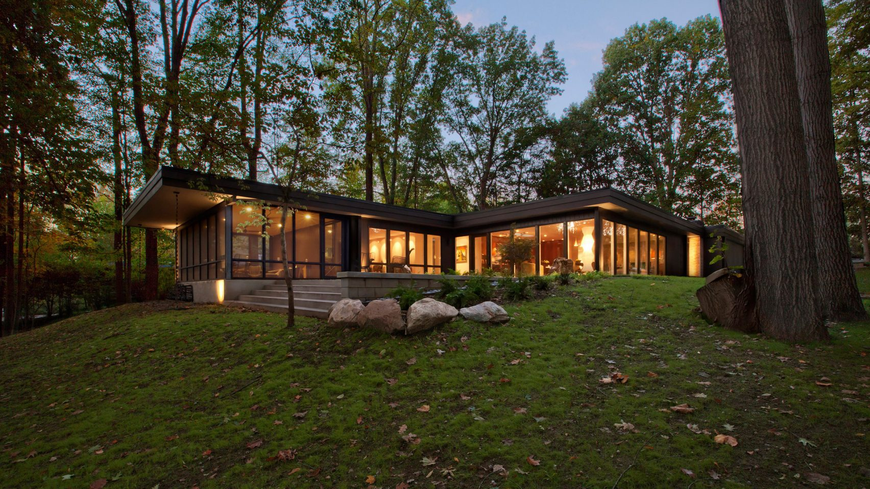Midcentury modern curbed for Mid century modern home builders