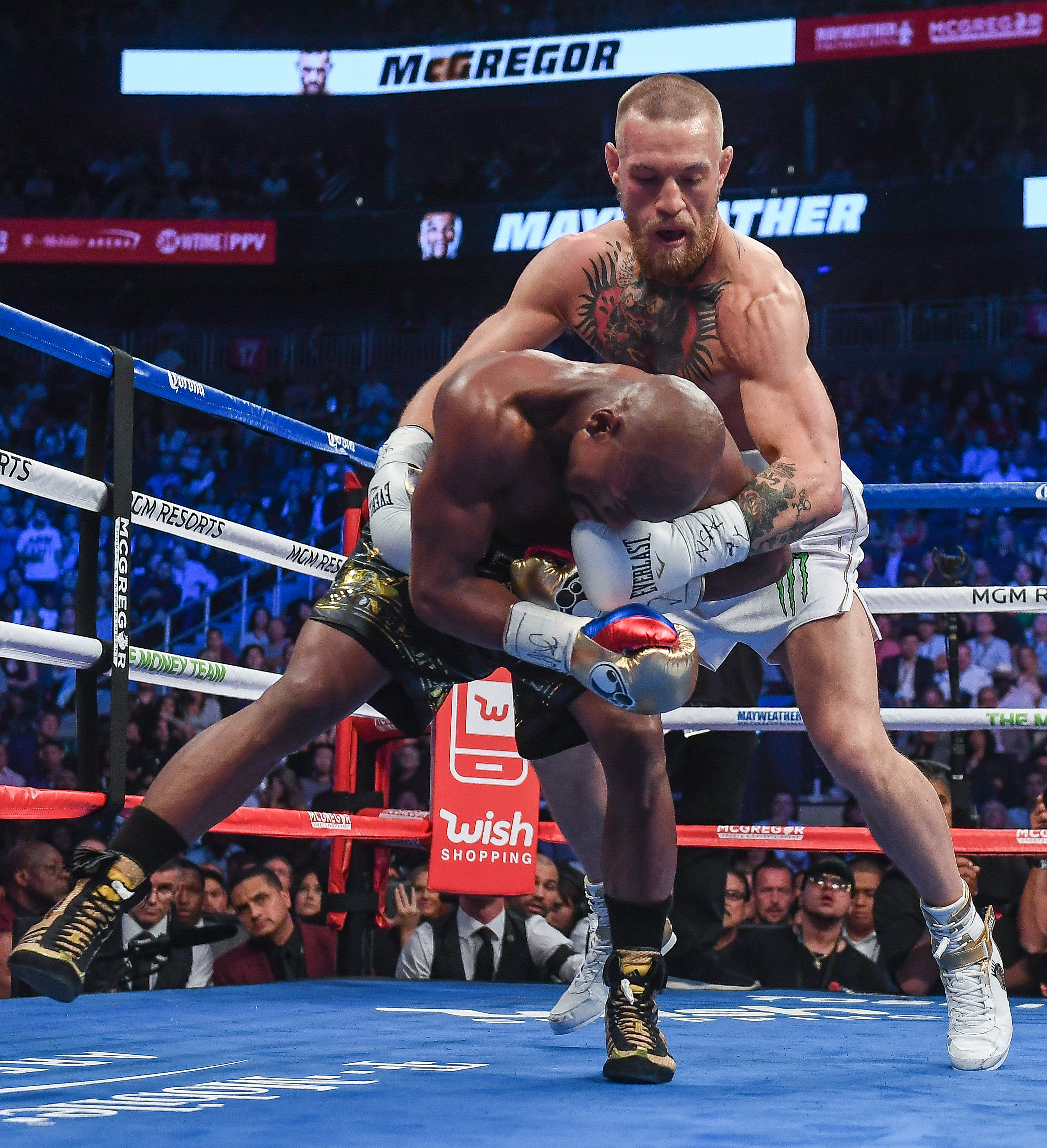 Floyd Mayweather Jr v Conor McGregor