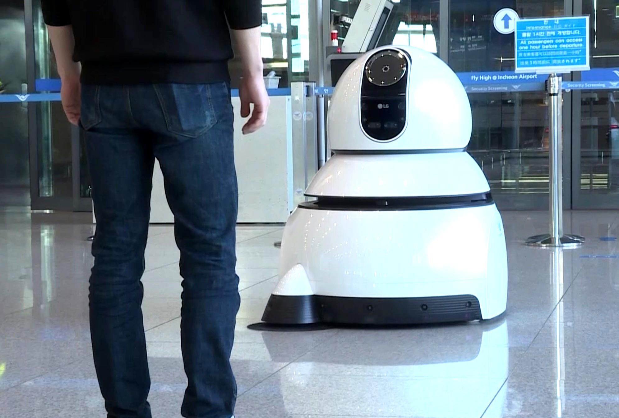 vacuuming robot from LG