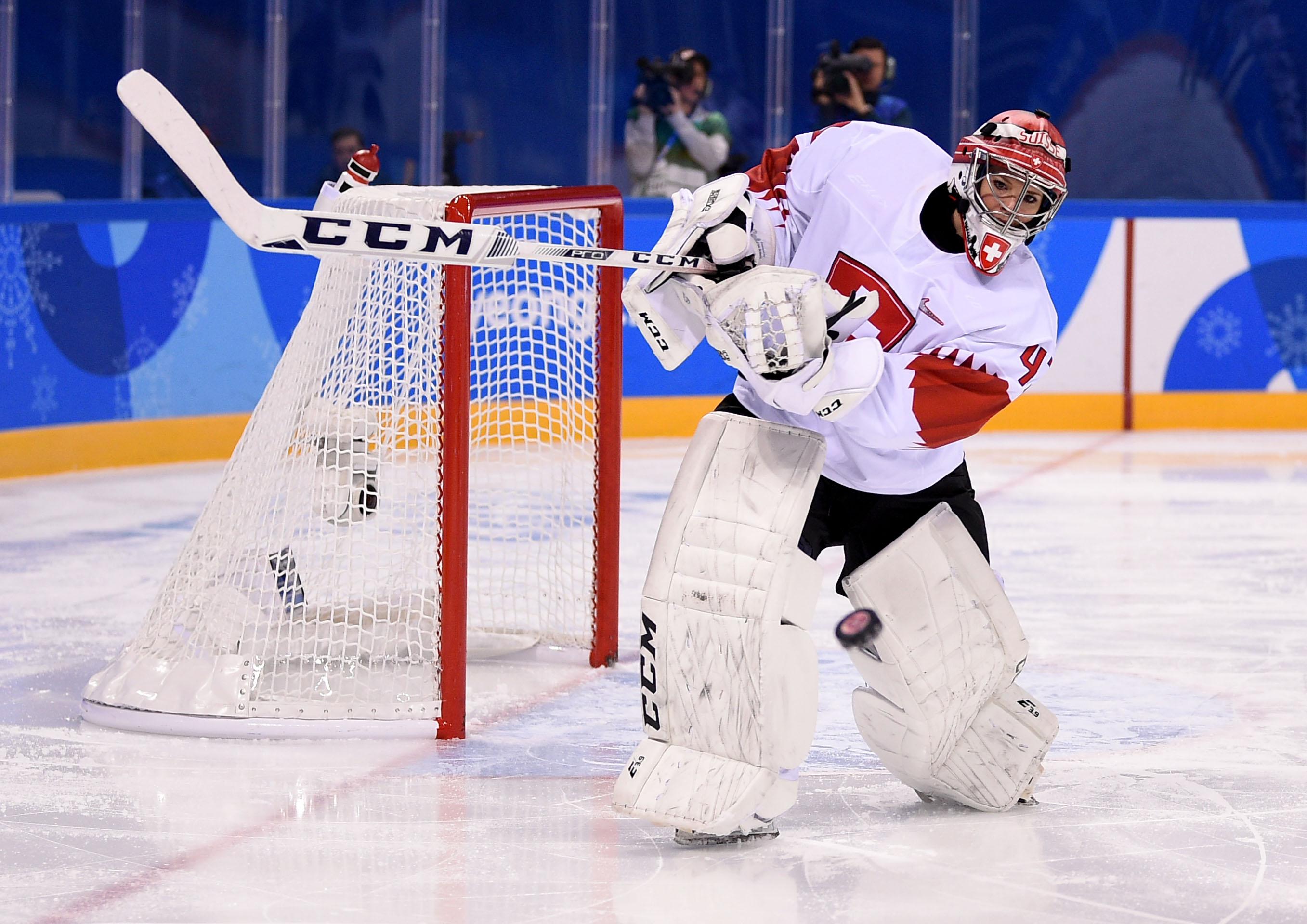 Olympics: Ice Hockey-Women Team Group B - SWE-SUI