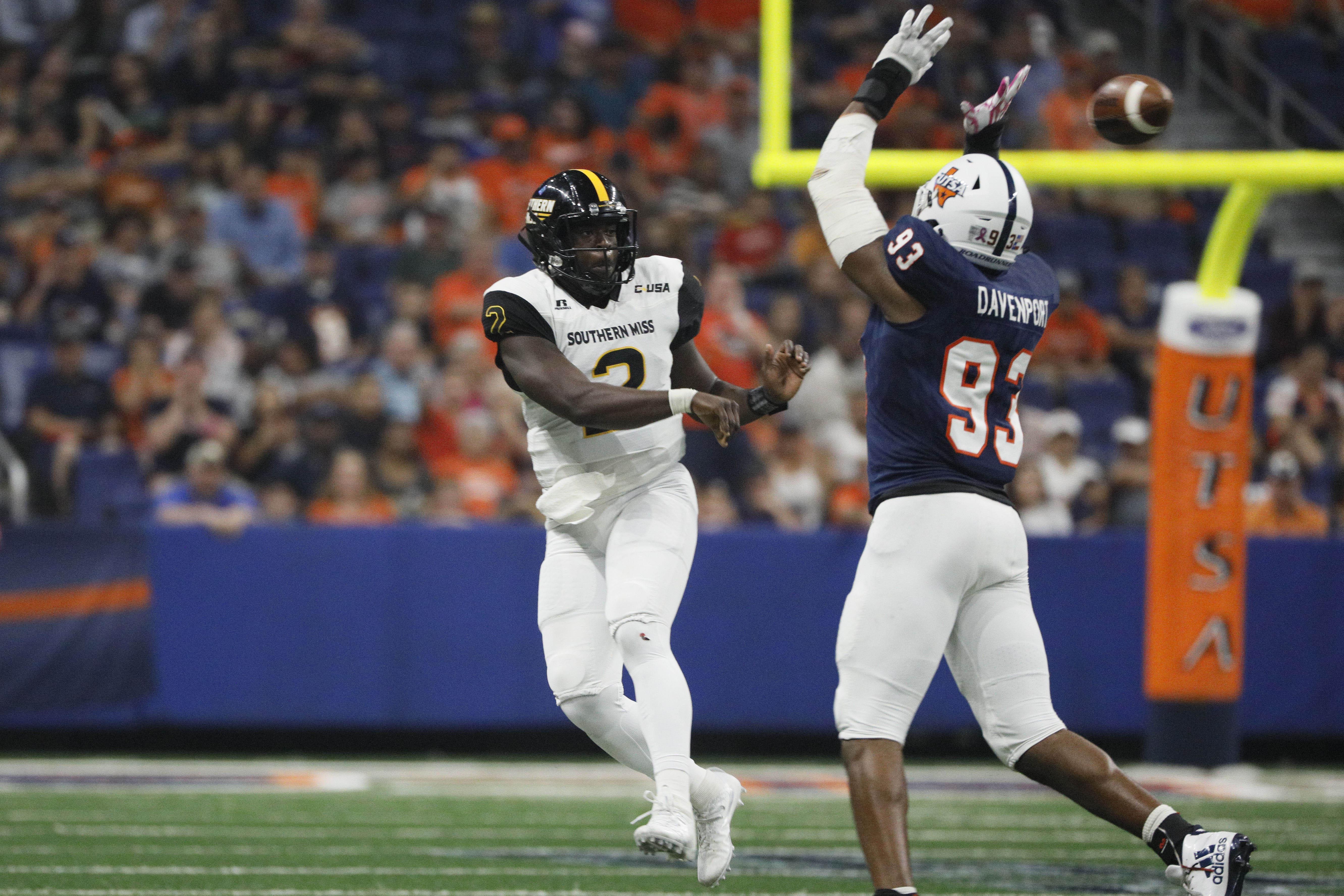 Texas-San Antonio DE Marcus Davenport pressures Southern Mississippi QB Keon Howard